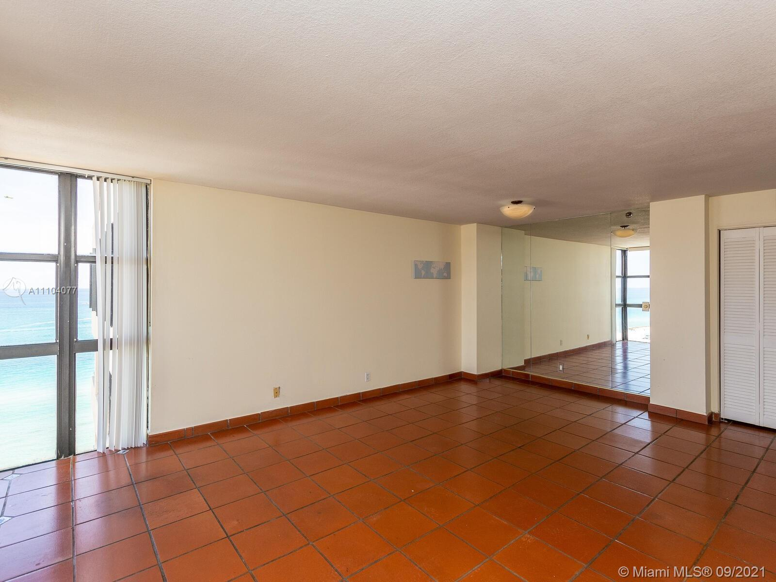 2555 Collins Ave #2200 photo013