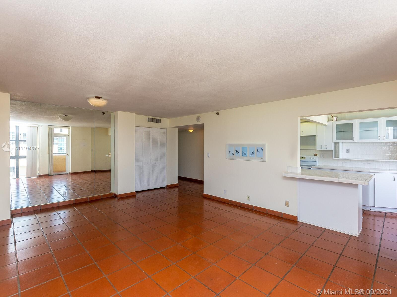 2555 Collins Ave #2200 photo012