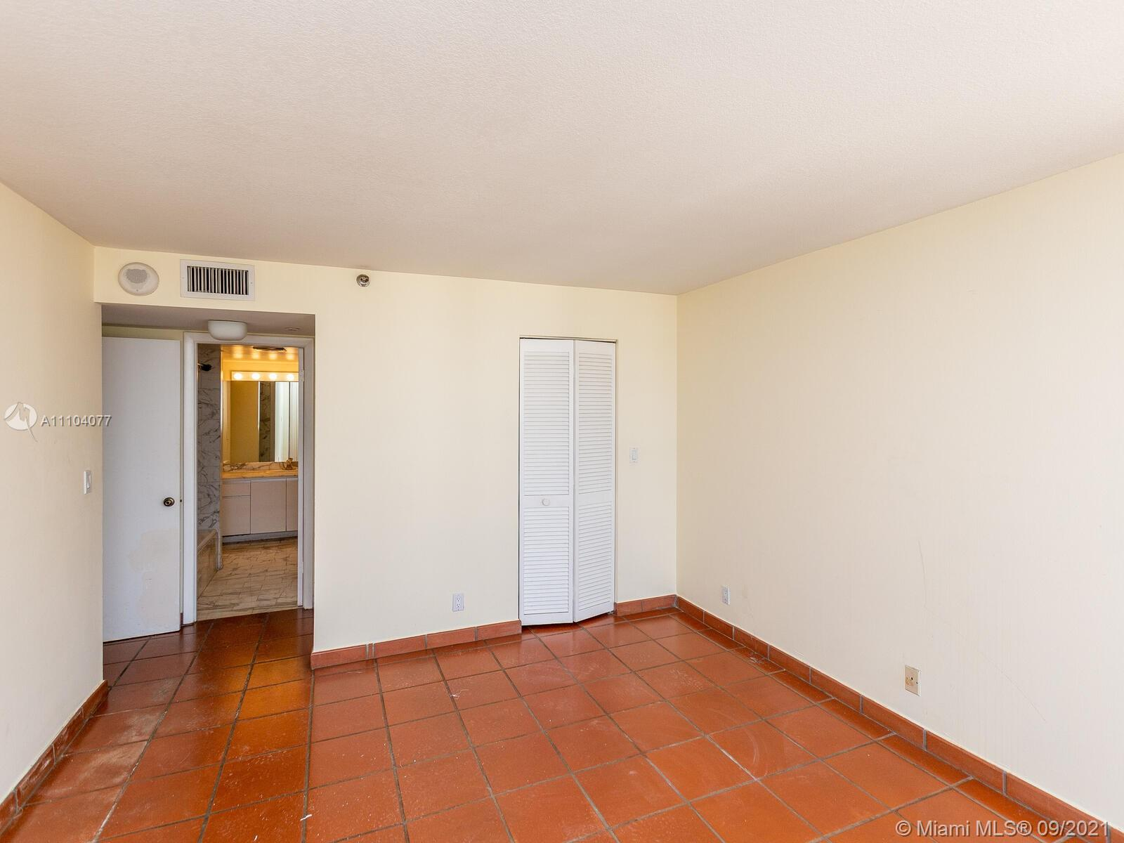 2555 Collins Ave #2200 photo038