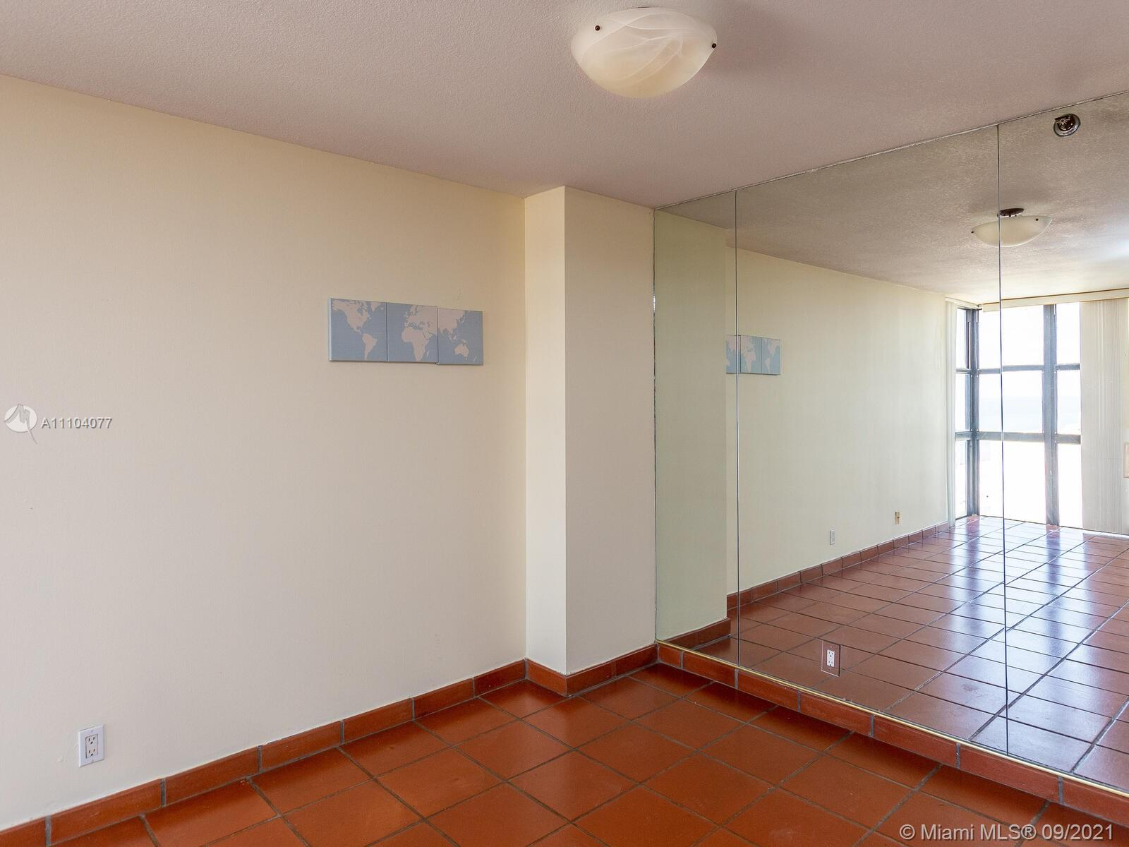 2555 Collins Ave #2200 photo014
