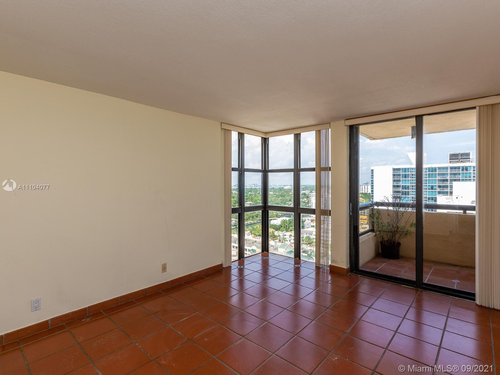 2555 Collins Ave #2200 photo025