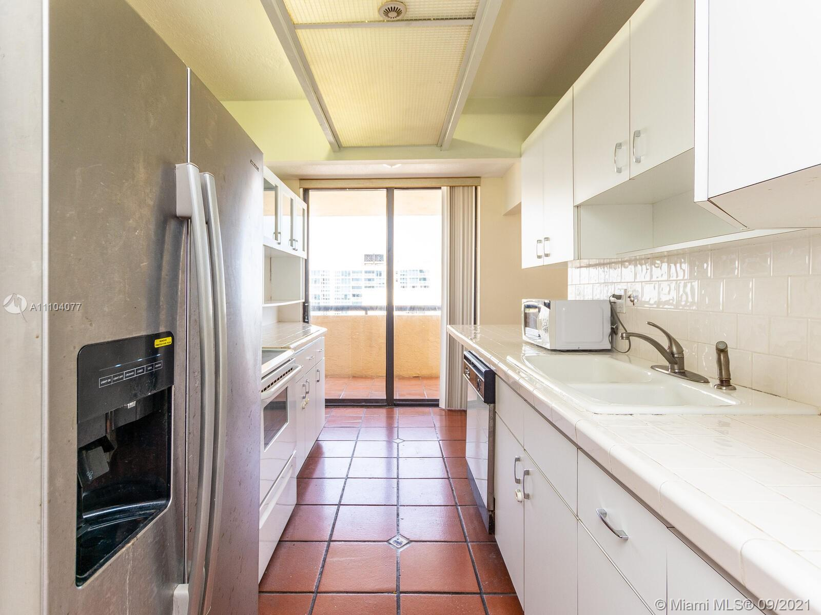 2555 Collins Ave #2200 photo021