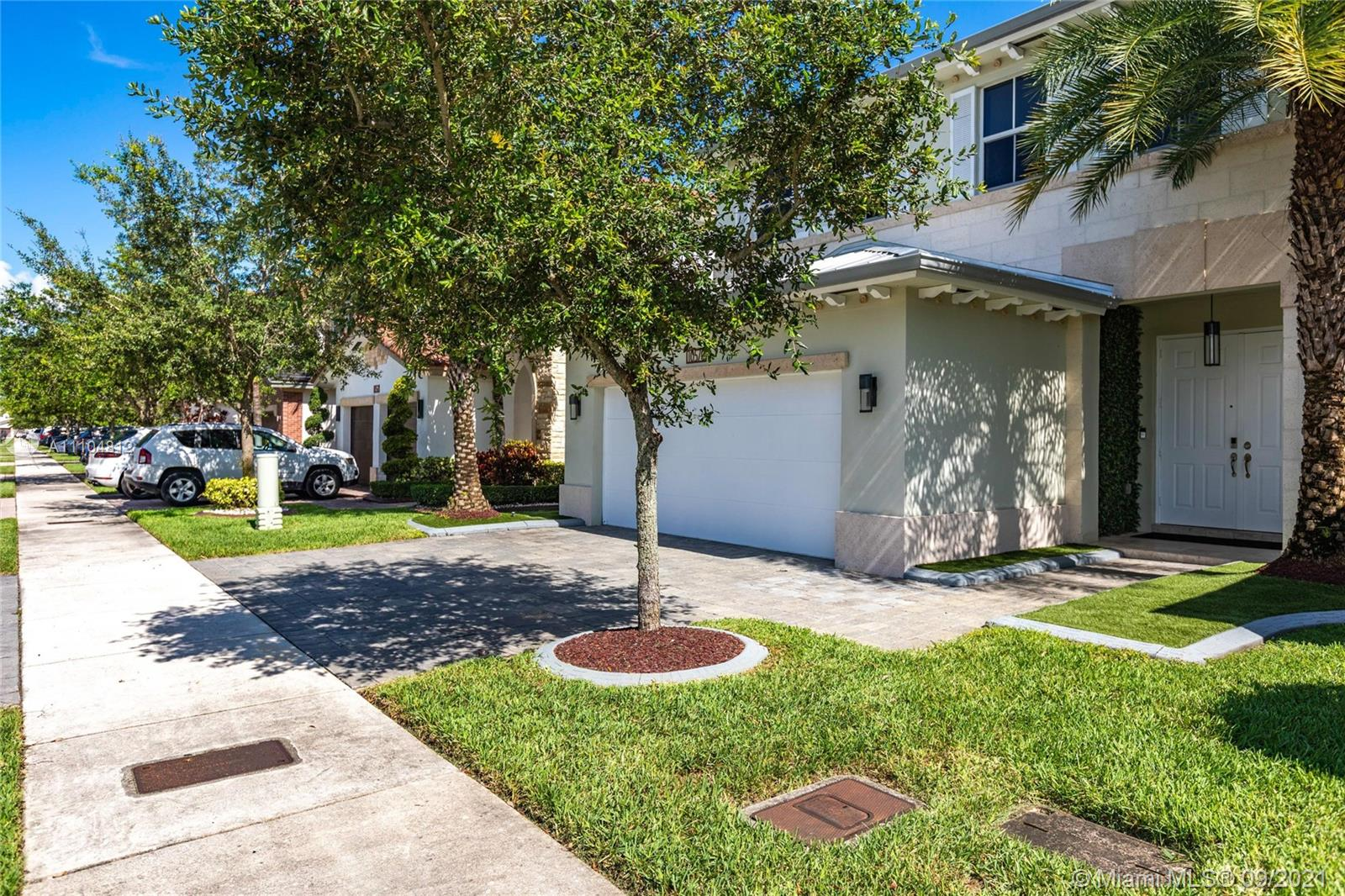 10570 NW 69th Ter photo04