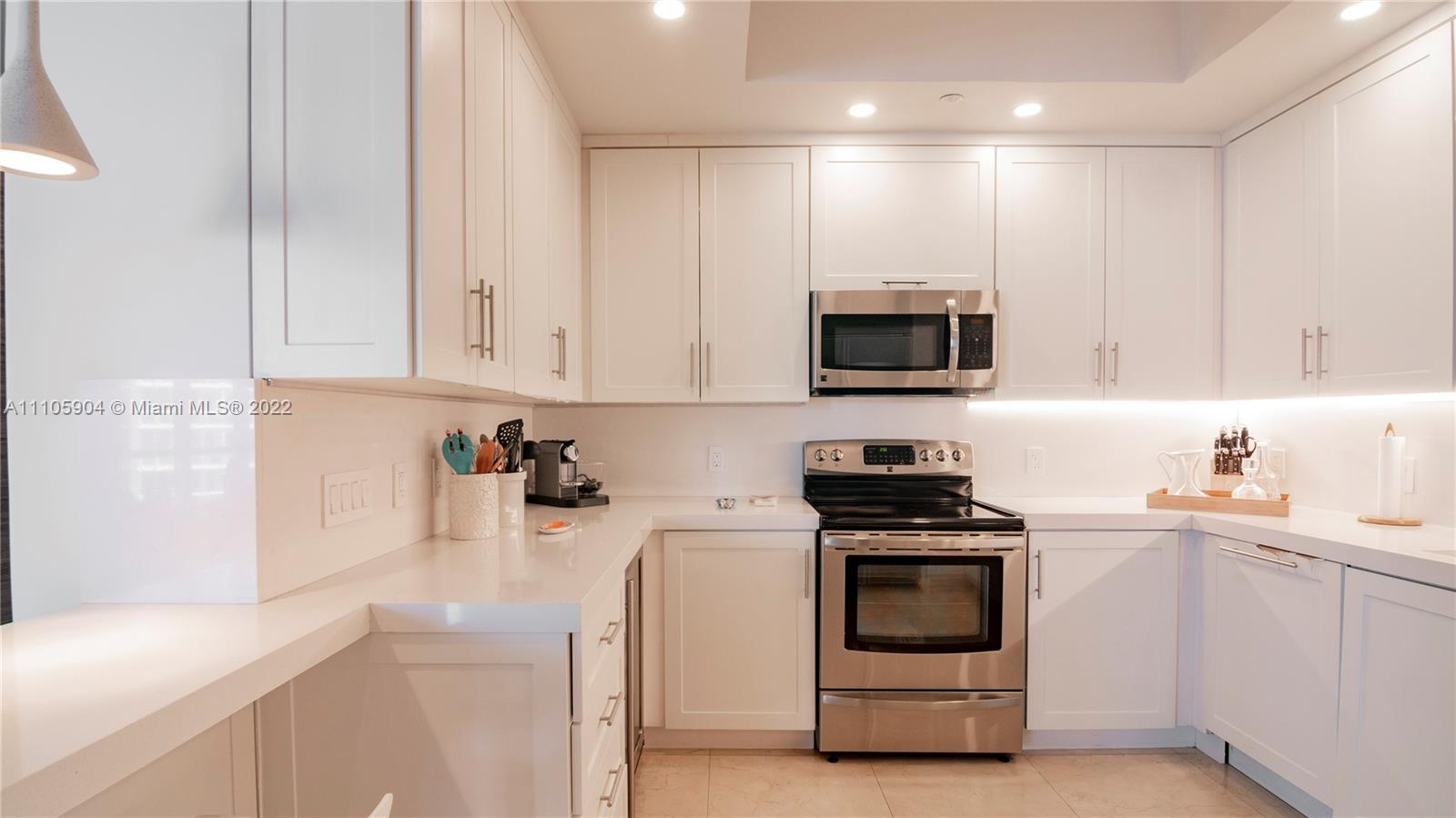 100 S Pointe Dr #1110 photo011