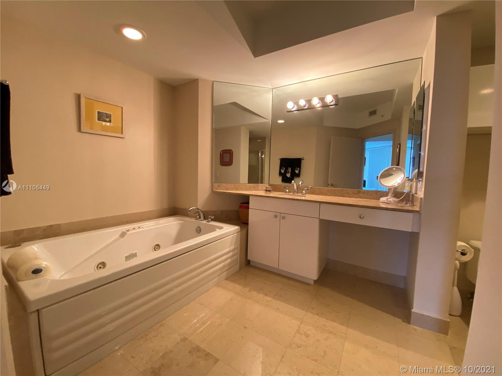 4775 Collins Ave #1706 photo06