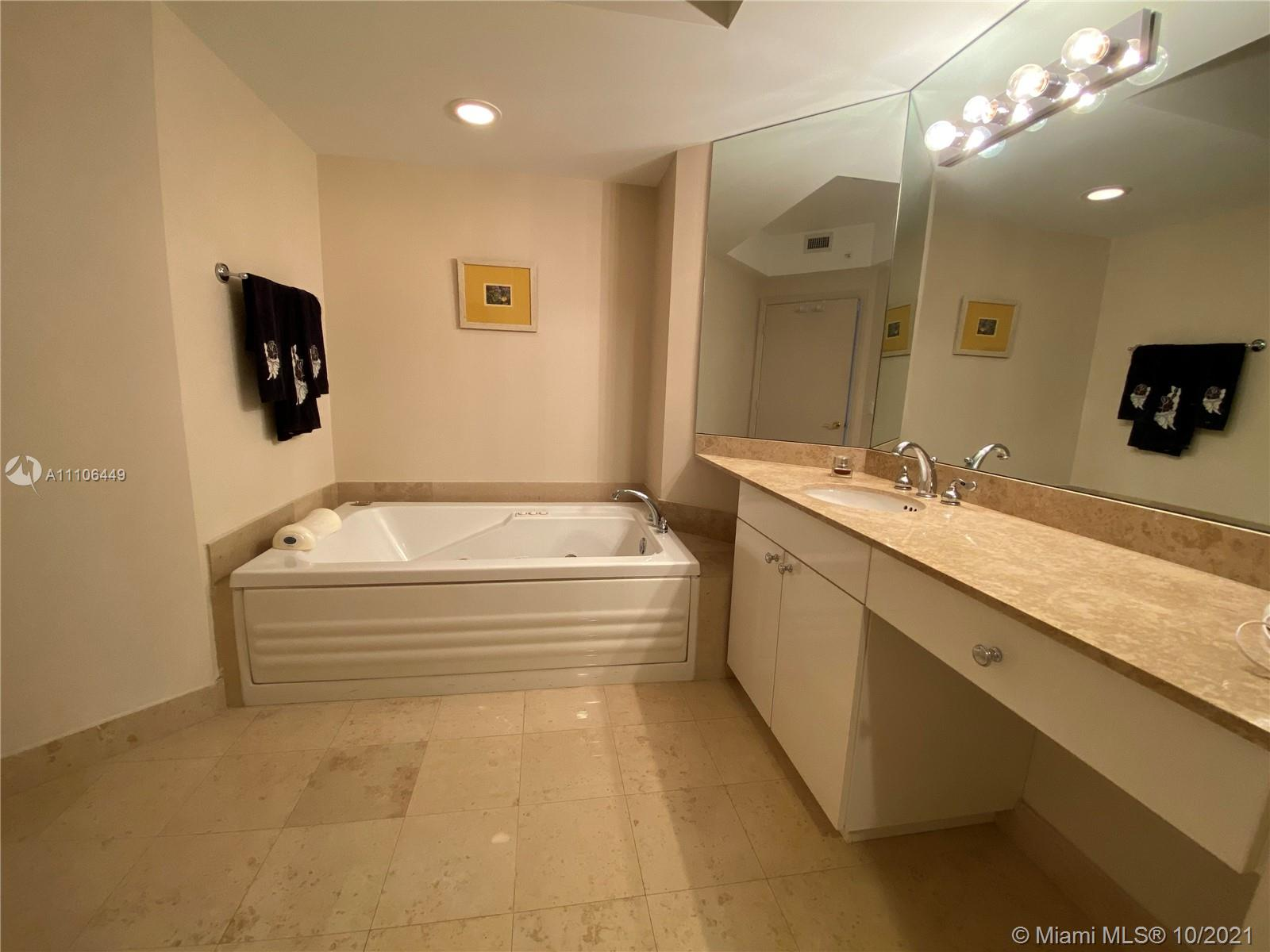 4775 Collins Ave #1706 photo05