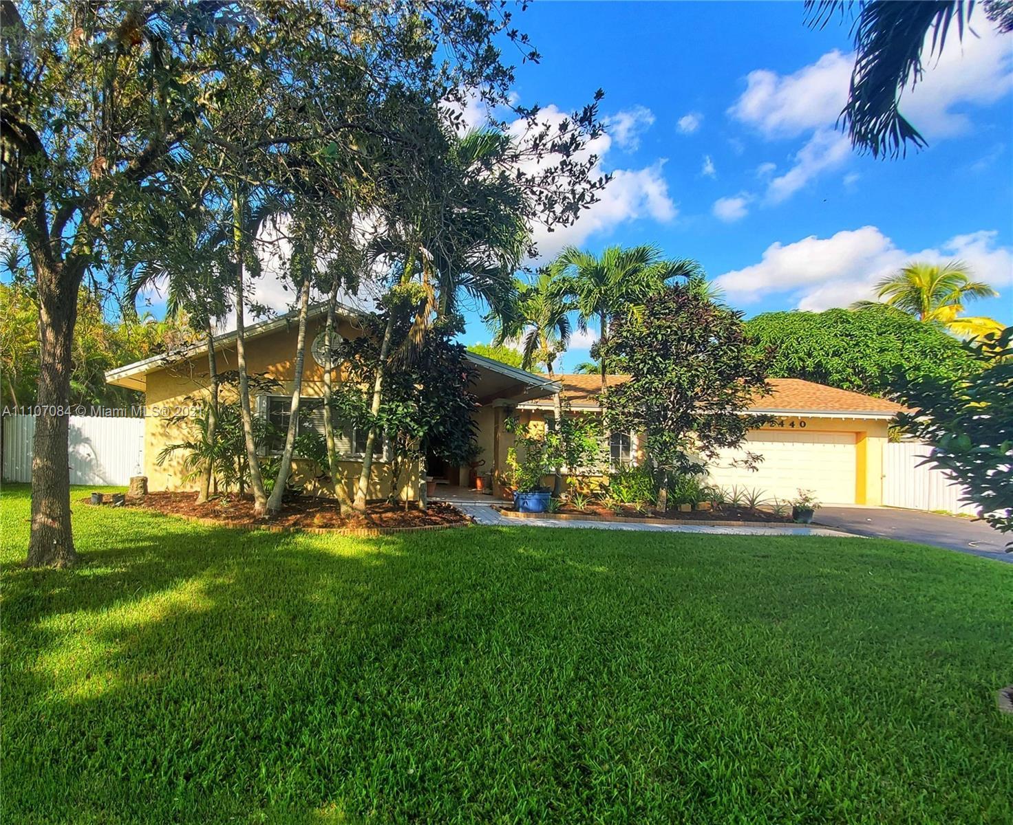 Pine Shore - 12440 SW 112th Ave, Miami, FL 33176