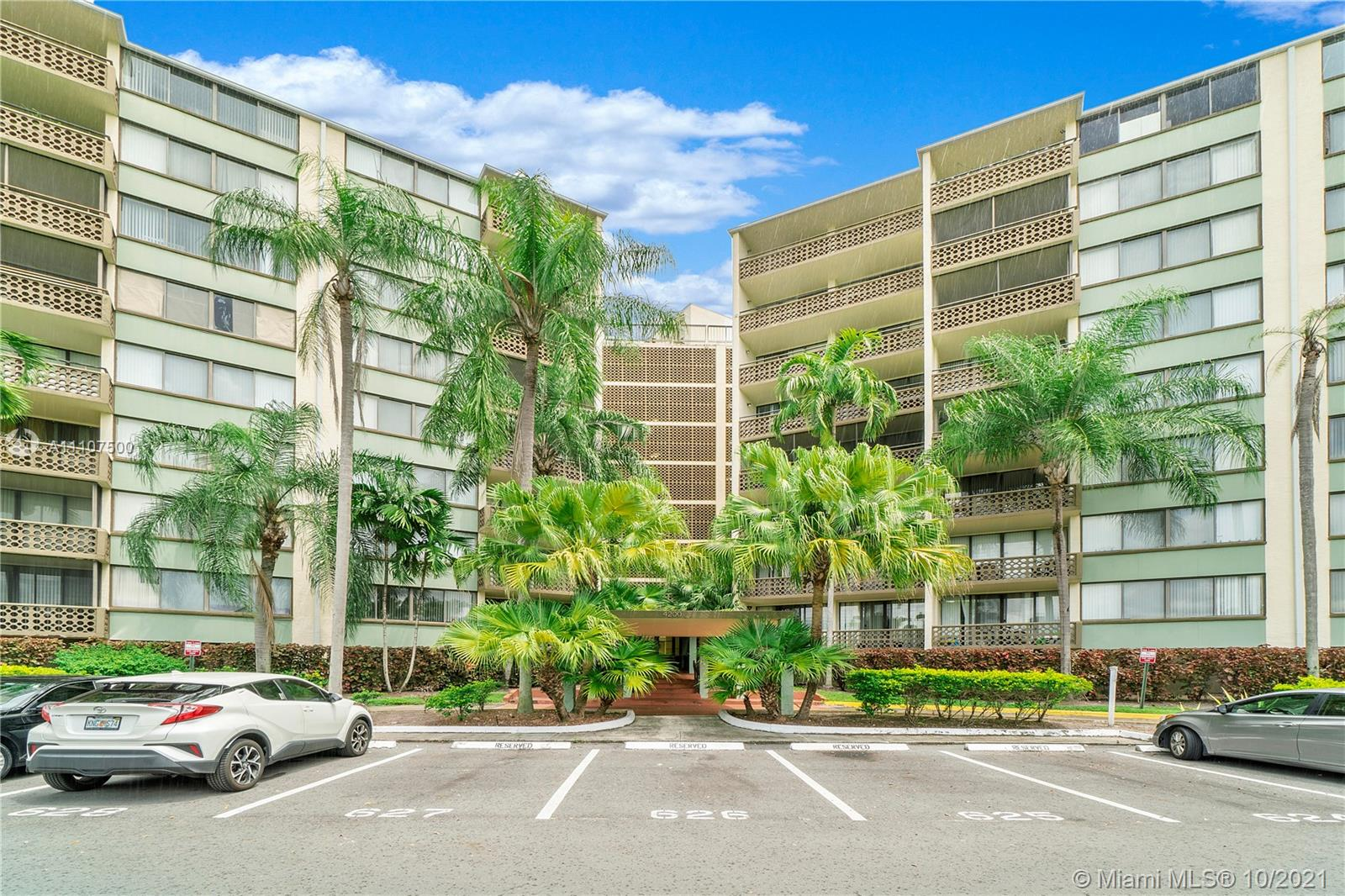 Property for sale at 4200 Inverrary Blvd Unit: 3403, Lauderhill,  Florida 33319