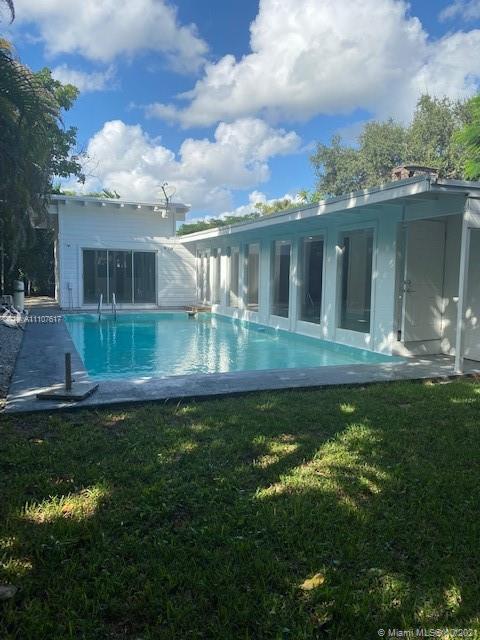 South Miami - 6810 SW 70th Ave, Miami, FL 33143