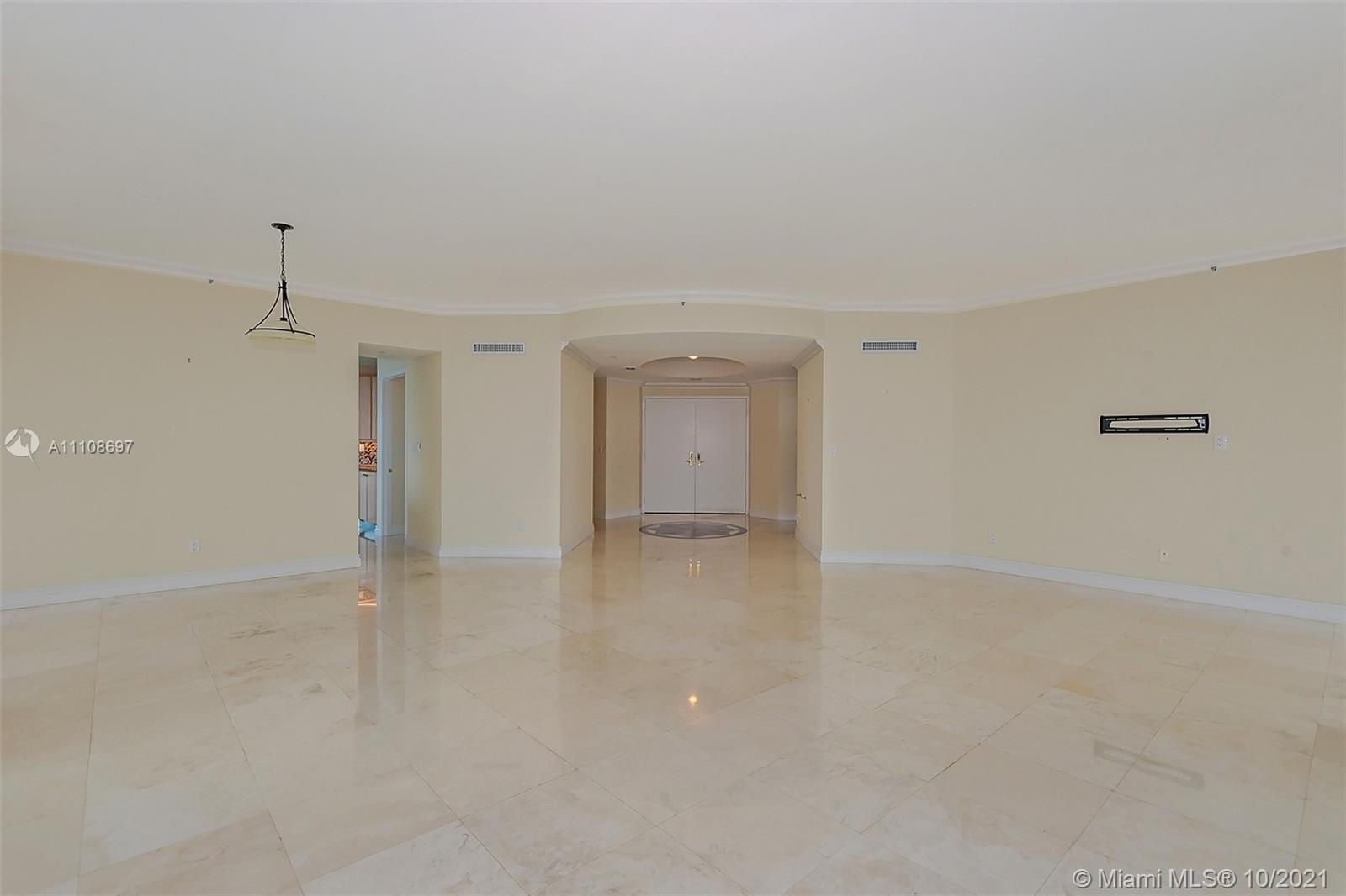 300 S Pointe Dr #1403 photo04