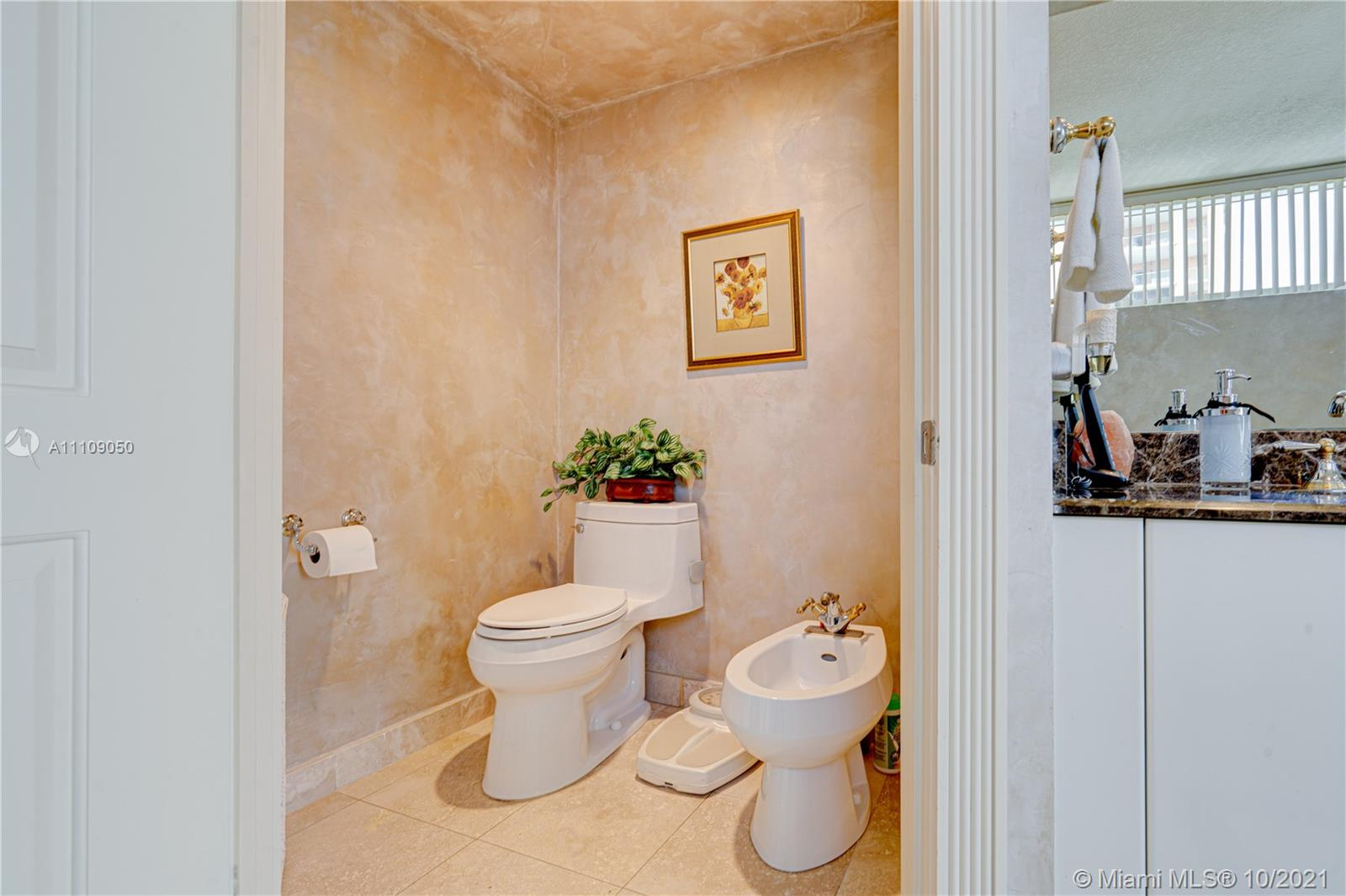 17555 Collins Ave #1006 photo049