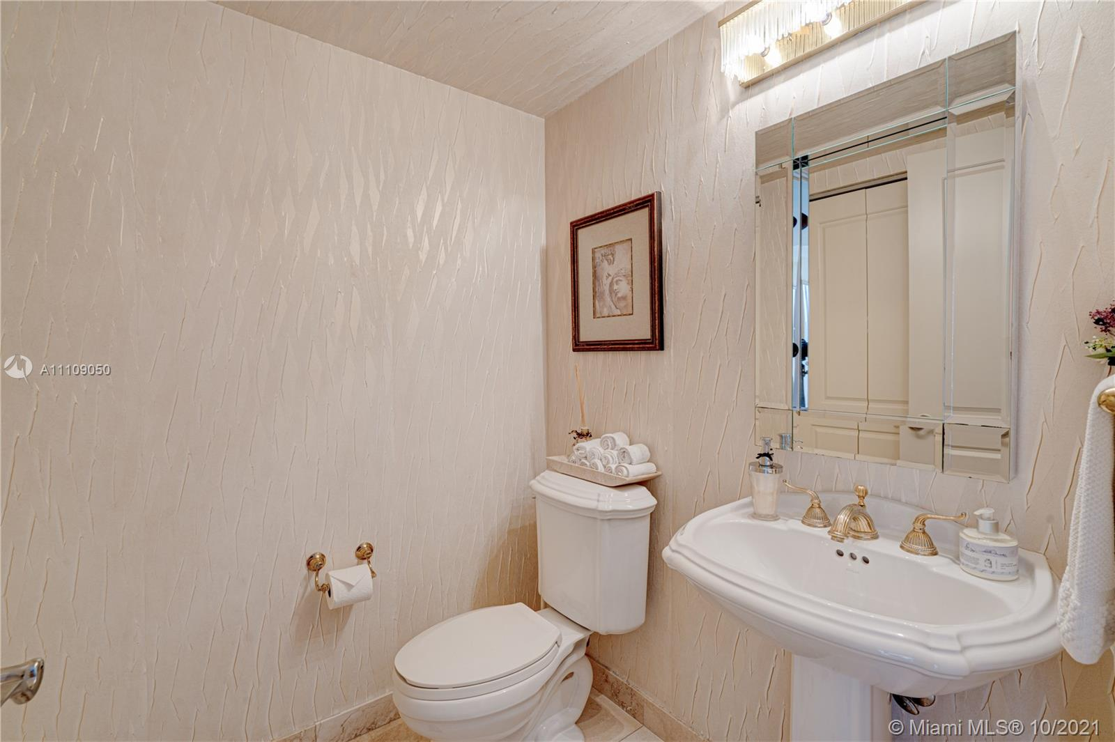 17555 Collins Ave #1006 photo025