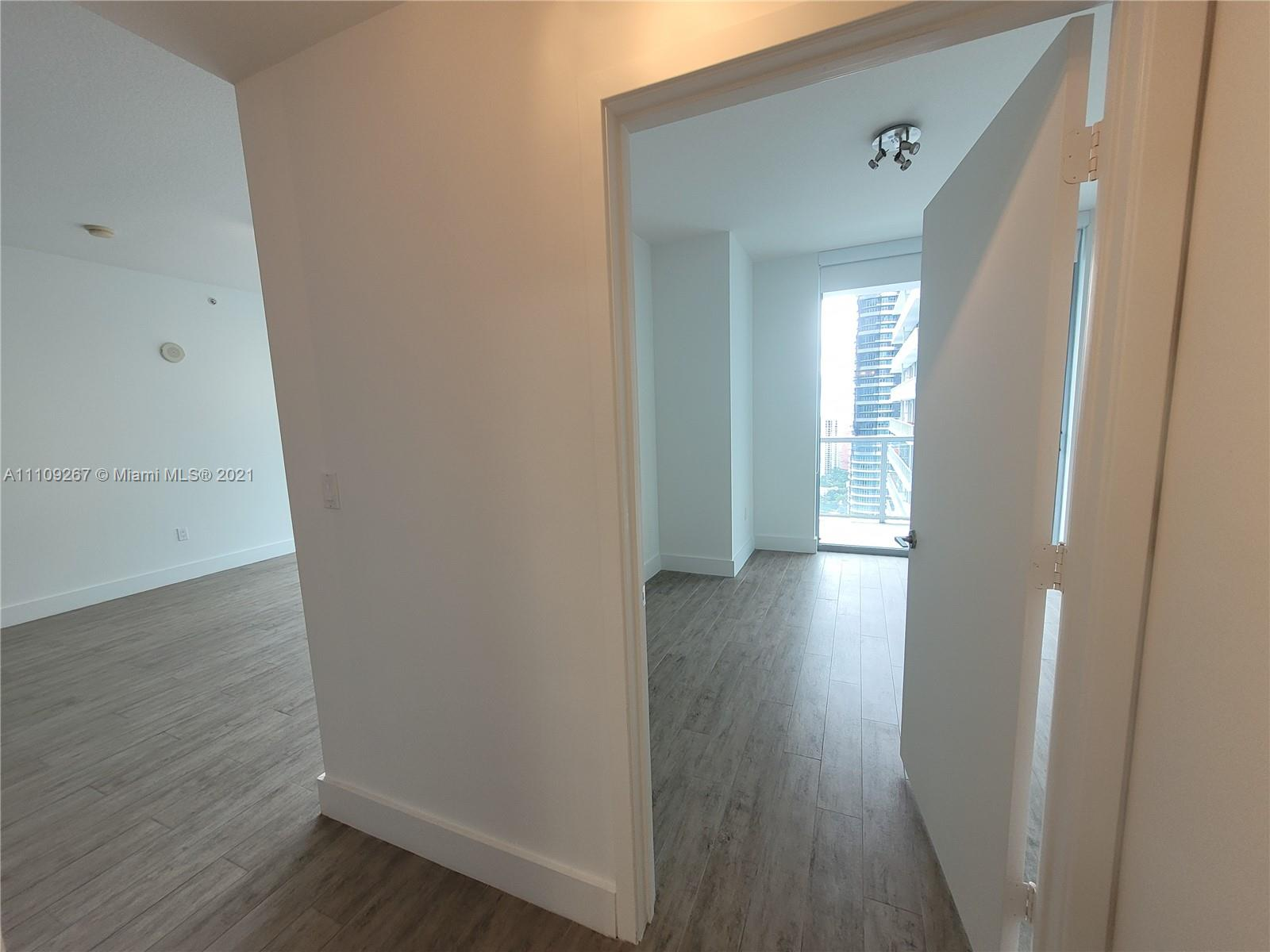 1111 SW 1st Ave #3717-N photo034