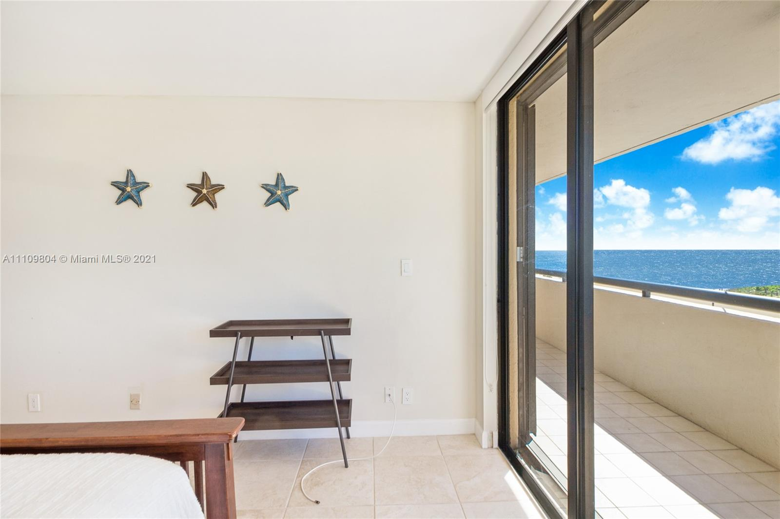 2555 Collins Ave #714 photo014