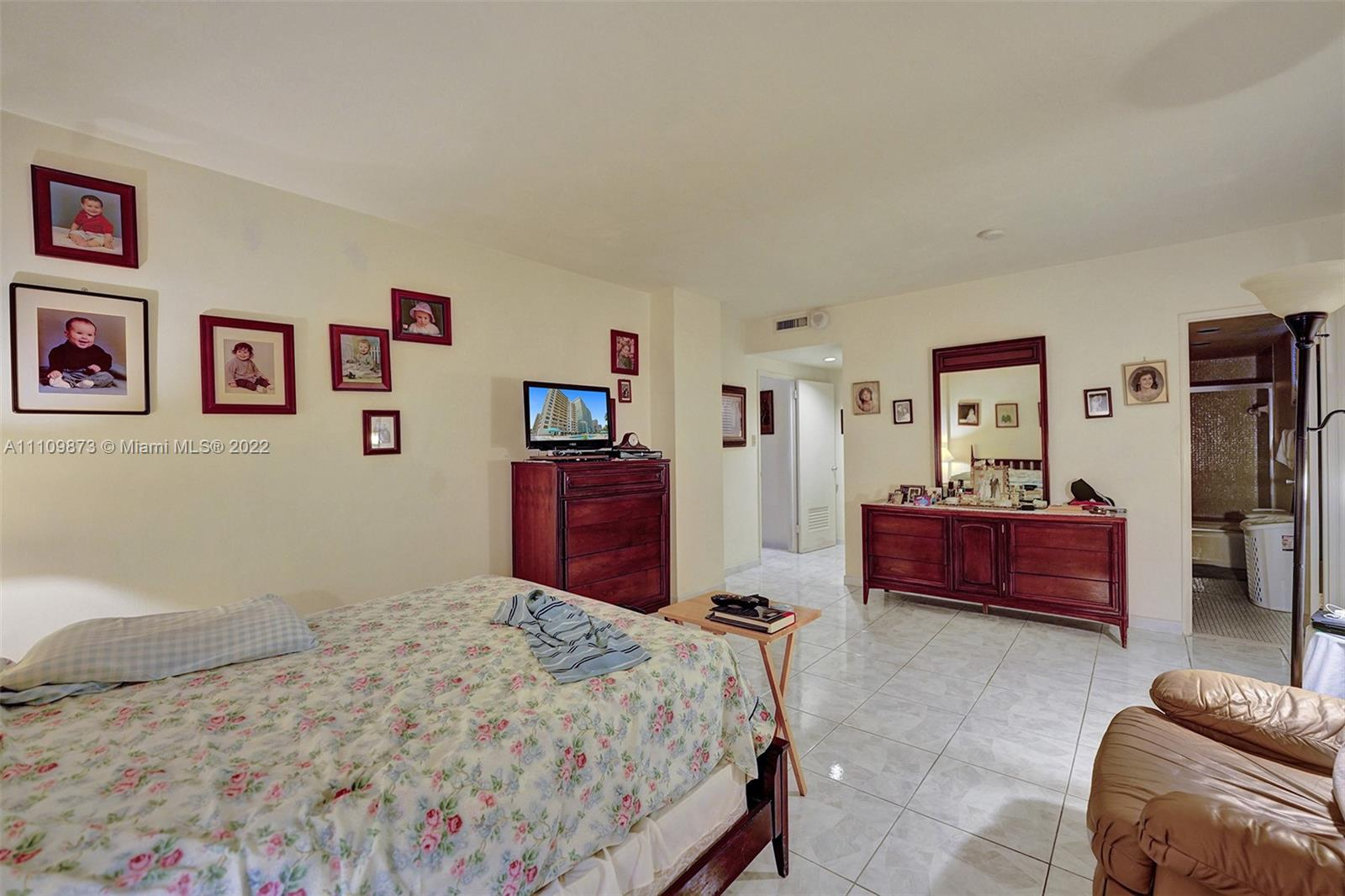 10185 Collins Ave #307 photo014