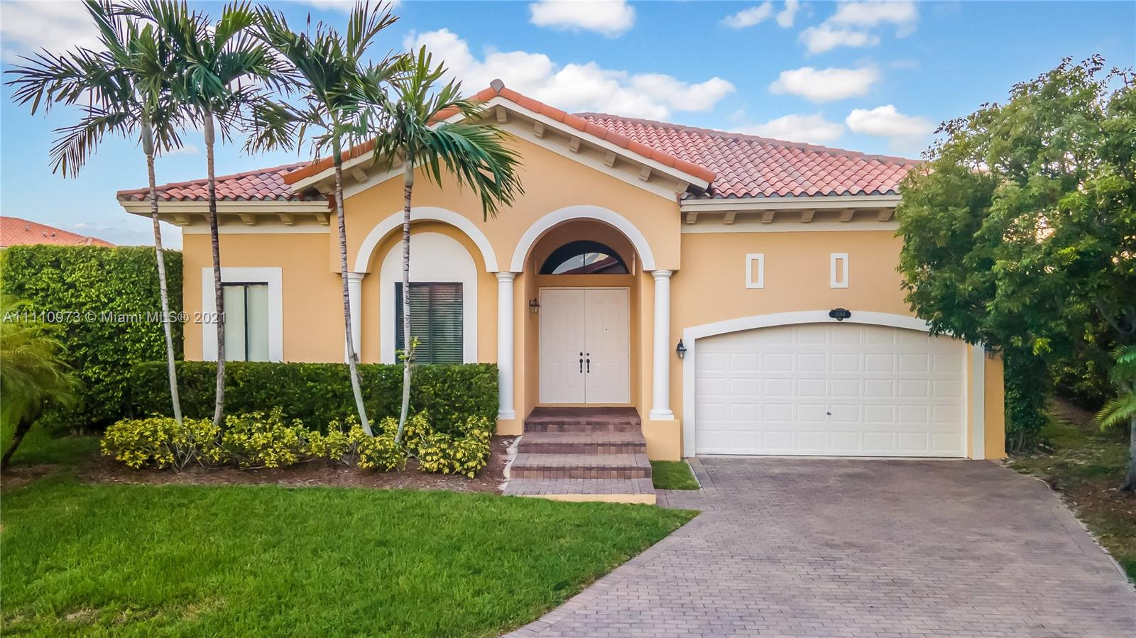 Single Family Home,For Sale,19364 SW 77th Pl, Cutler Bay, Florida 33157,Brickell,realty,broker,condos near me