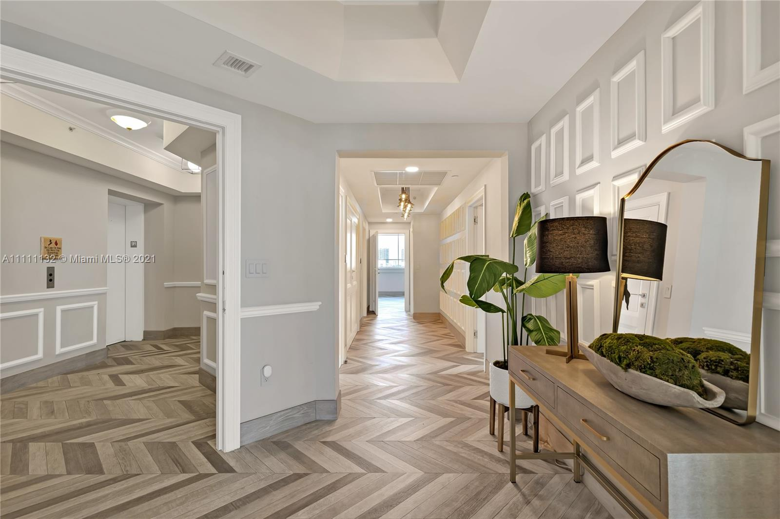 17875 Collins Ave #901 photo02