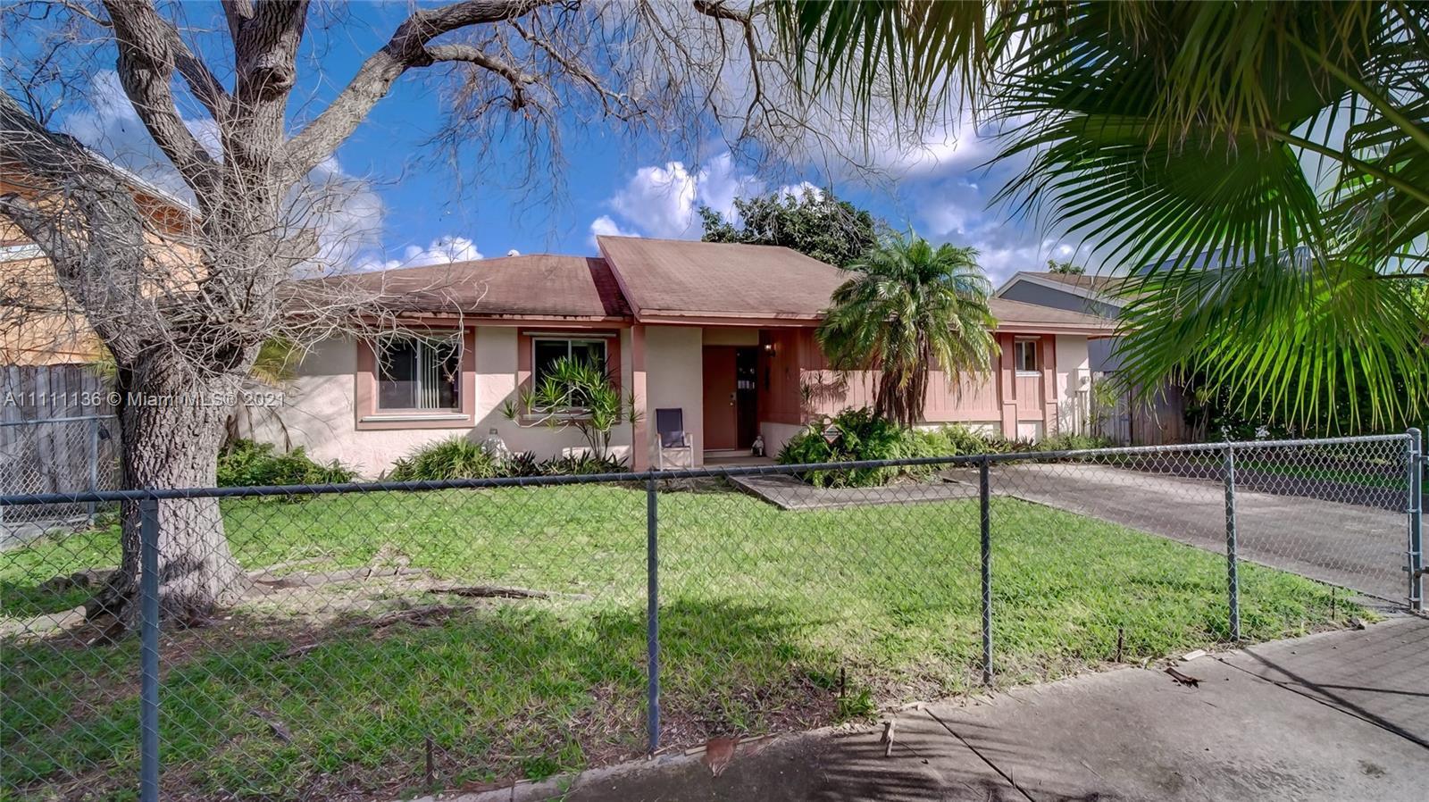 Single Family Home For Sale OAK PARK ESTATES SEC 11,367 Sqft