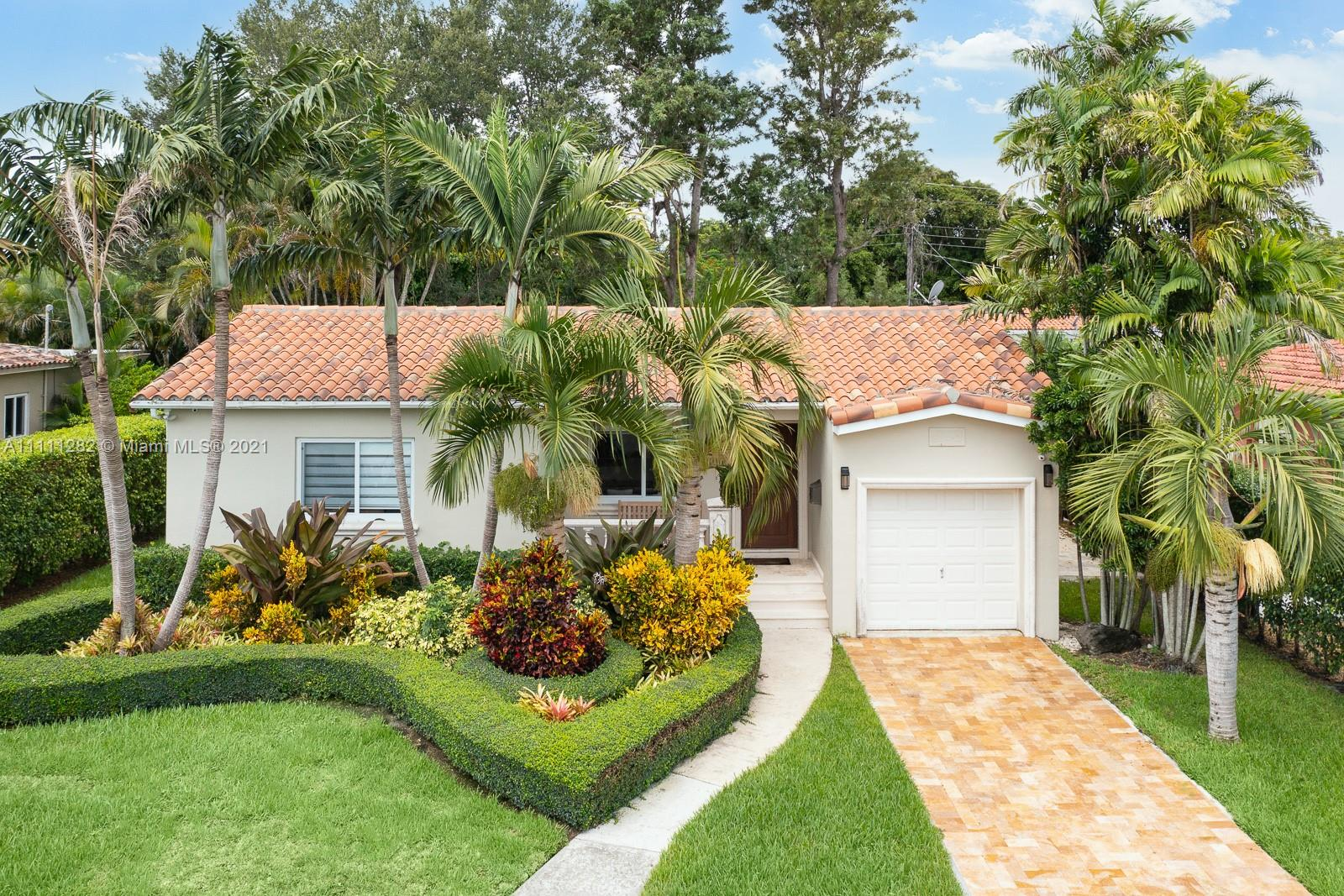 Single Family Home,For Rent,3910 SW 60th Pl, Miami, Florida 33155,Brickell,realty,broker,condos near me