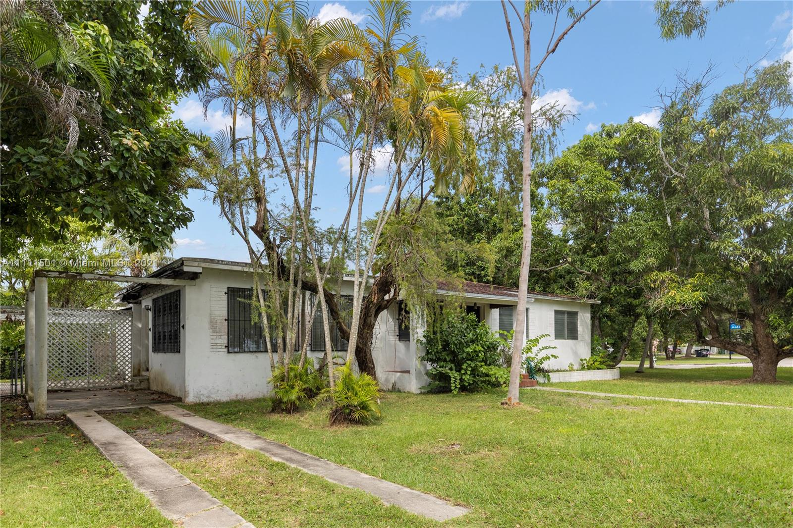 Single Family Home,For Sale,6501 SW 78th Ter, South Miami, Florida 33143,Brickell,realty,broker,condos near me