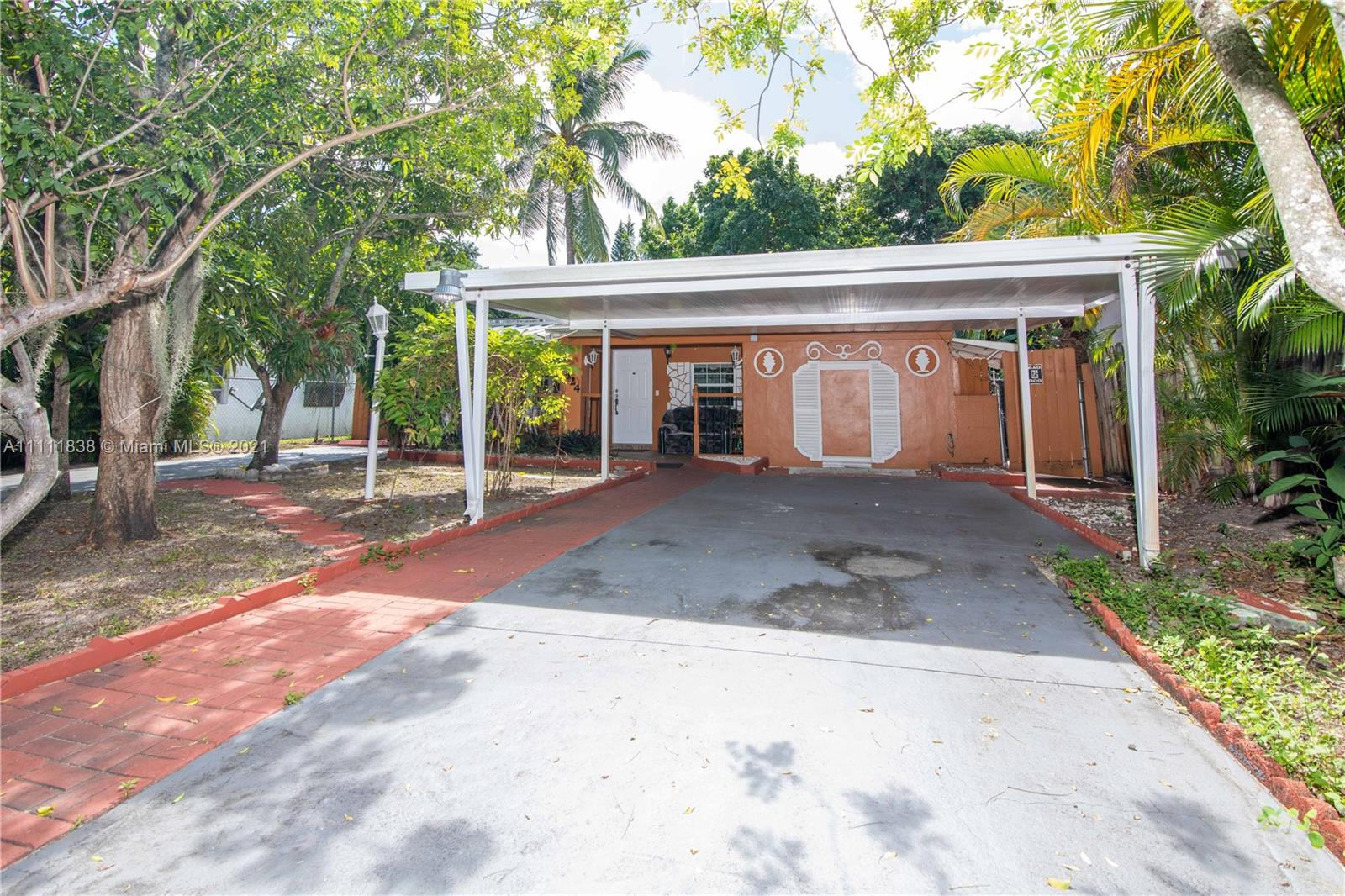 Single Family Home,For Sale,1524 NE 172nd St, North Miami Beach, Florida 33162,Brickell,realty,broker,condos near me