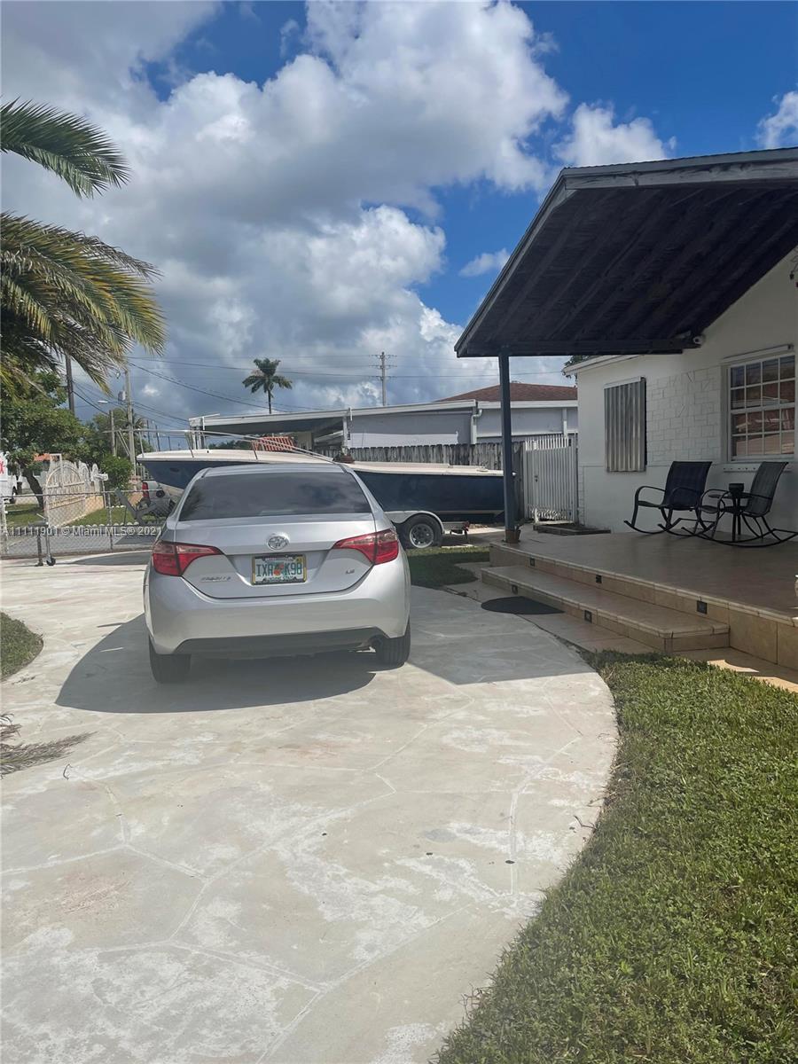 Single Family Home For Sale PETERS PARK REV1,907 Sqft