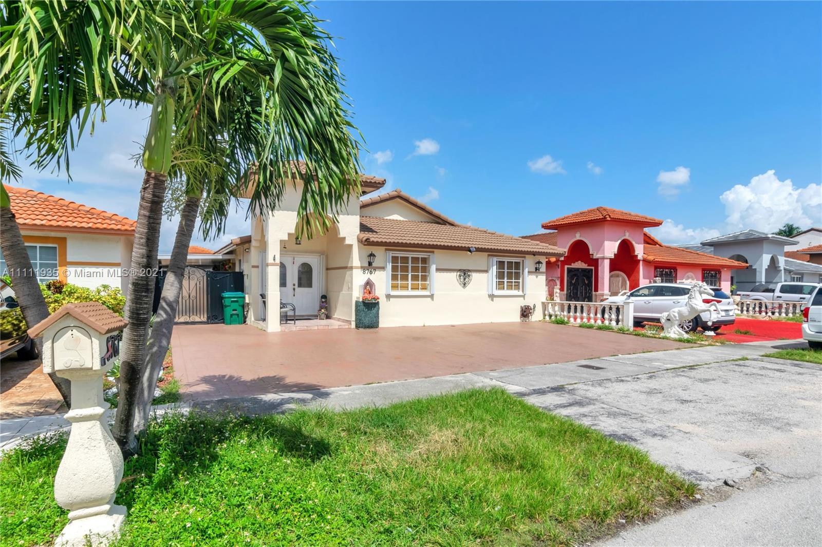 Single Family Home,For Sale,8767 NW 109th Ter, Hialeah Gardens, Florida 33018,Brickell,realty,broker,condos near me