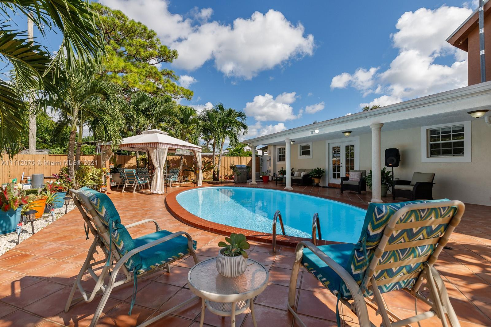 Single Family Home For Sale BONNIE BRIAR ESTATES2,068 Sqft