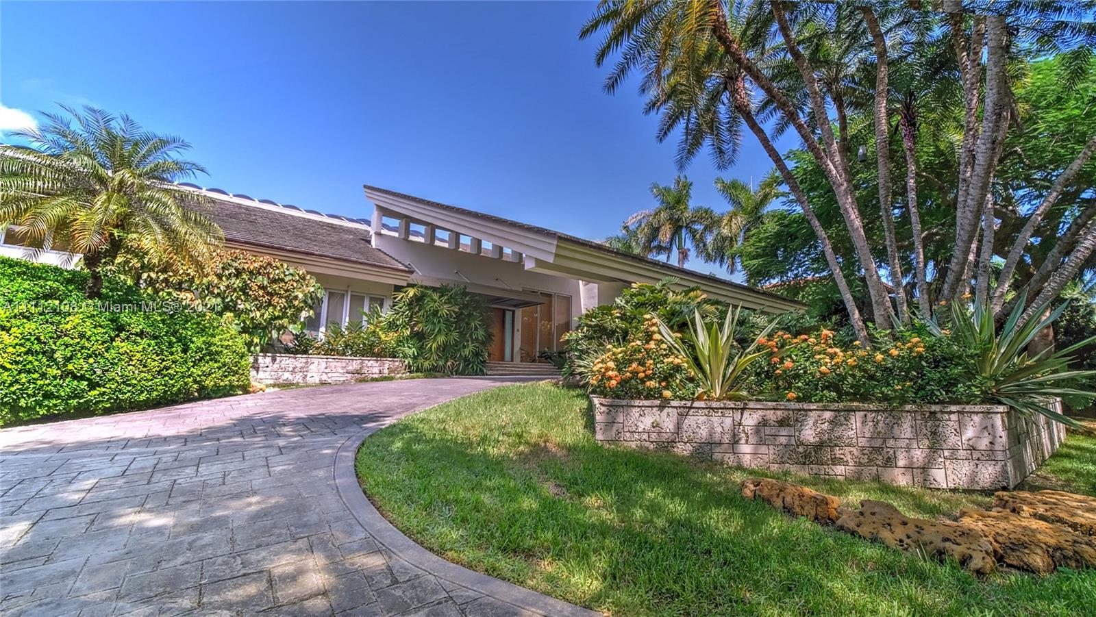 Single Family Home,For Sale,301 Casuarina Concourse, Coral Gables, Florida 33143,Brickell,realty,broker,condos near me