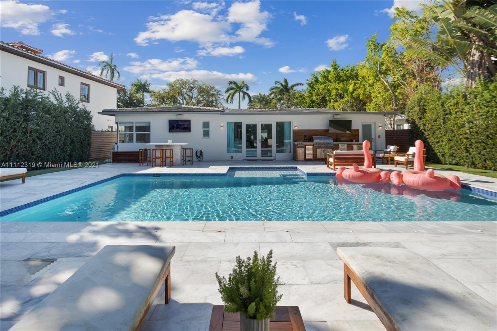 Single Family Home,For Sale,5225 N Bay Rd, Miami Beach, Florida 33140,Brickell,realty,broker,condos near me