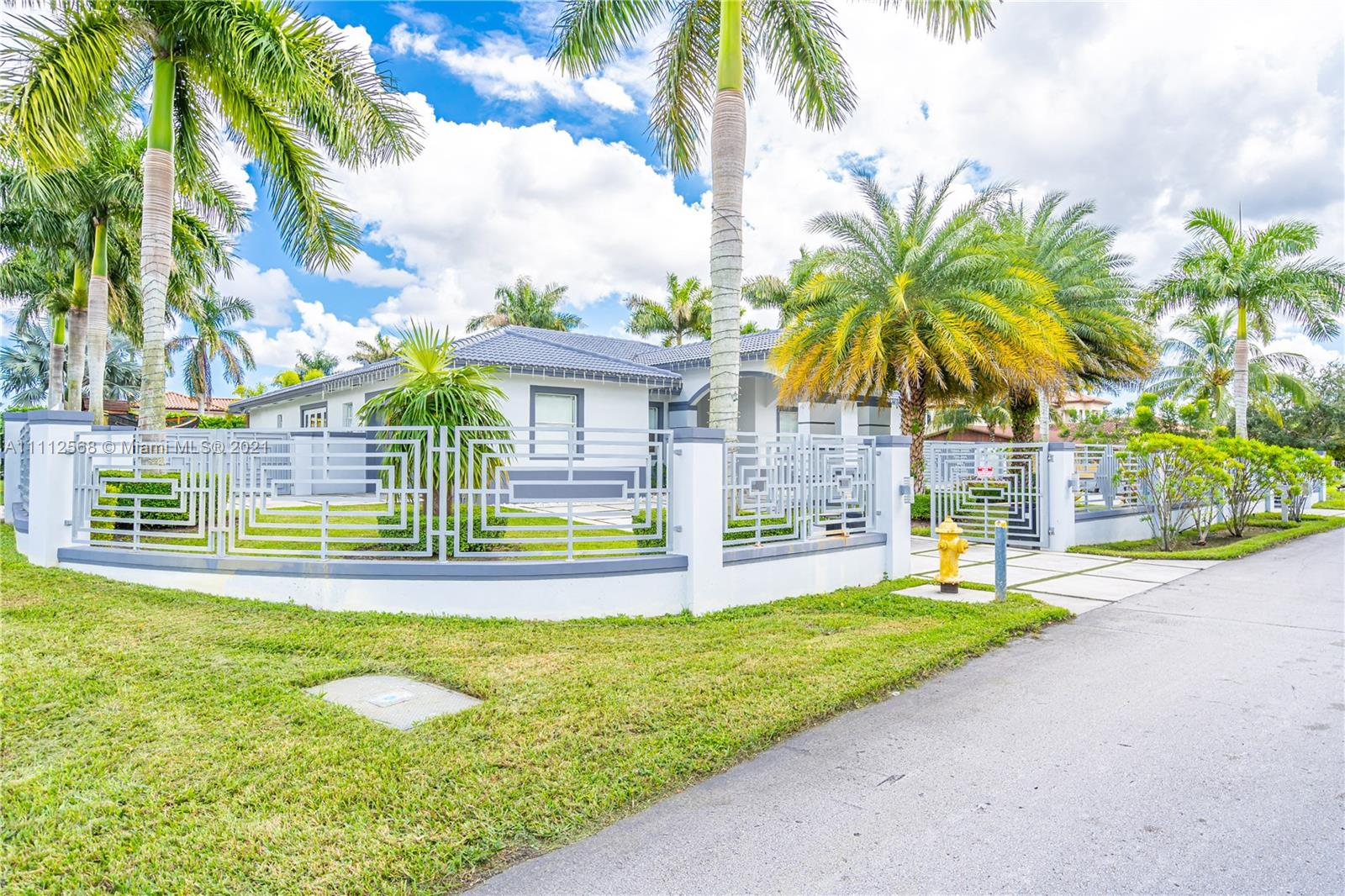 Single Family Home,For Sale,595 NW 120th Ave, Miami, Florida 33182,Brickell,realty,broker,condos near me
