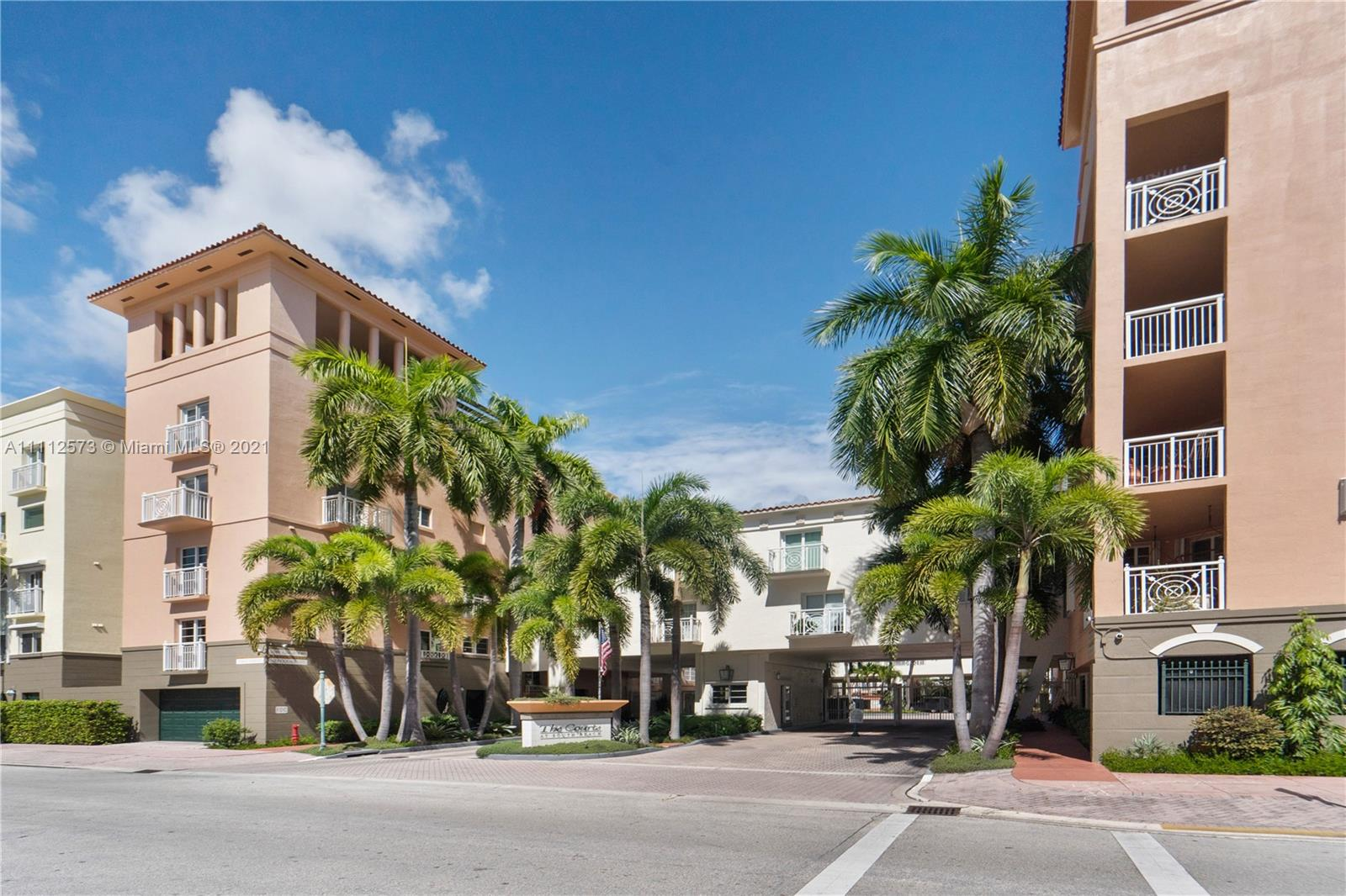 THE COURTS AT SOUTH BEACH Condo,For Sale,THE COURTS AT SOUTH BEACH Brickell,realty,broker,condos near me