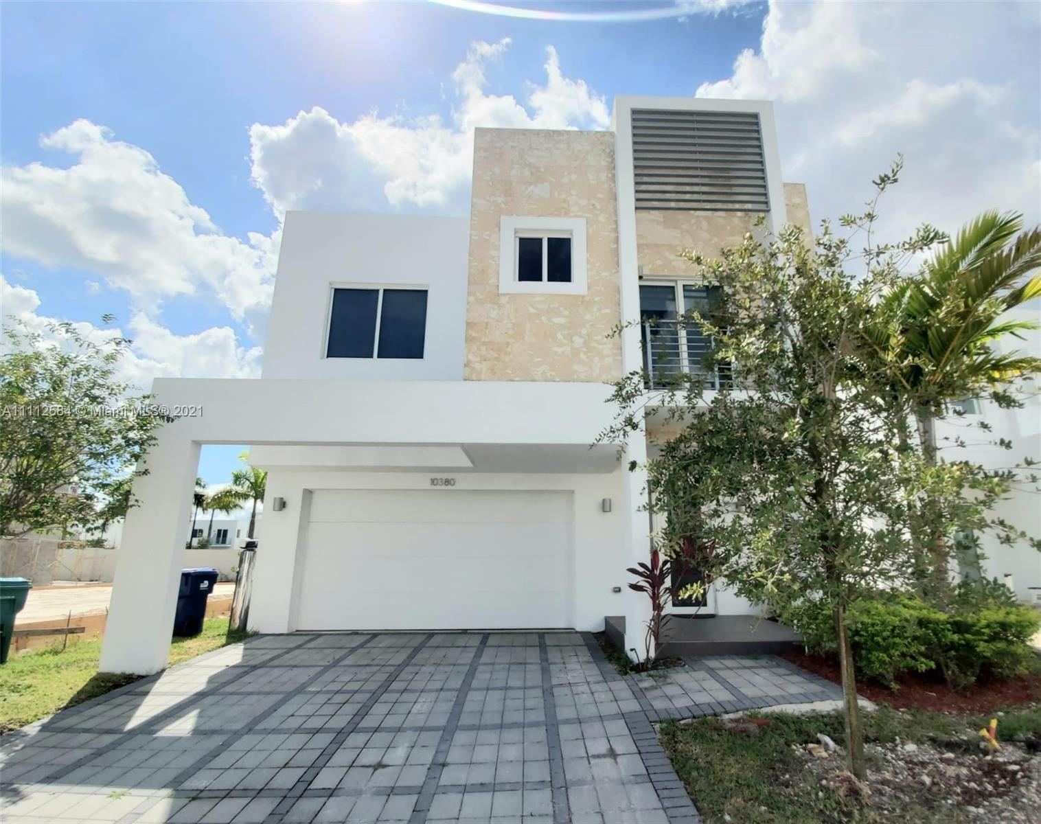 Single Family Home,For Rent,10380 NW 68th Ter #., Doral, Florida 33178,Brickell,realty,broker,condos near me