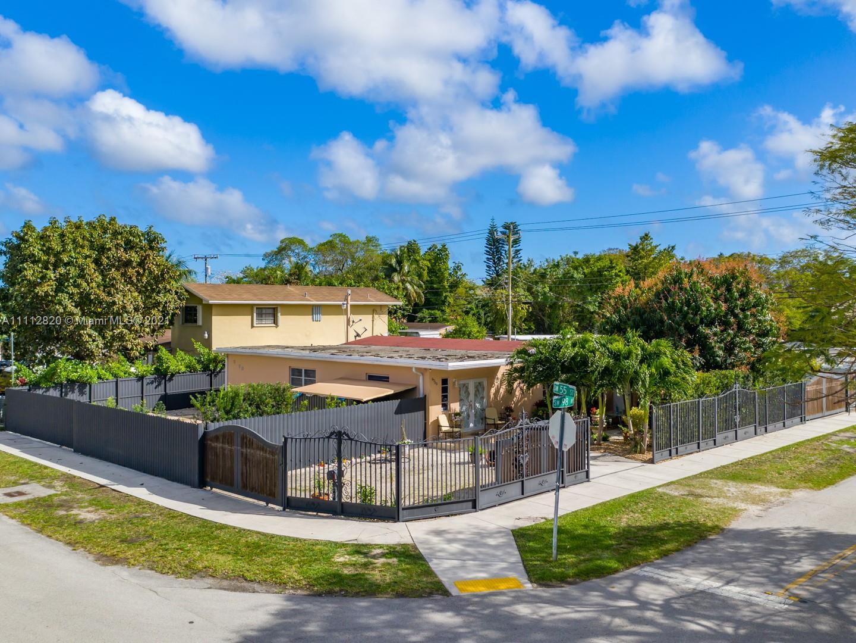 Single Family Home,For Sale,9750 SW 55th St, Miami, Florida 33165,Brickell,realty,broker,condos near me