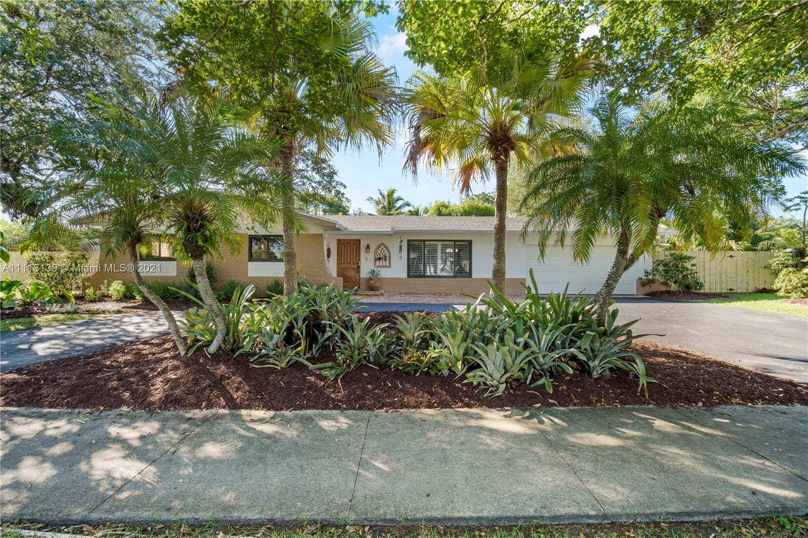 Pine Shore - 11020 SW 120th St, Miami, FL 33176