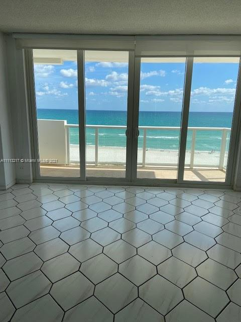 5601 Collins Ave #701 photo02