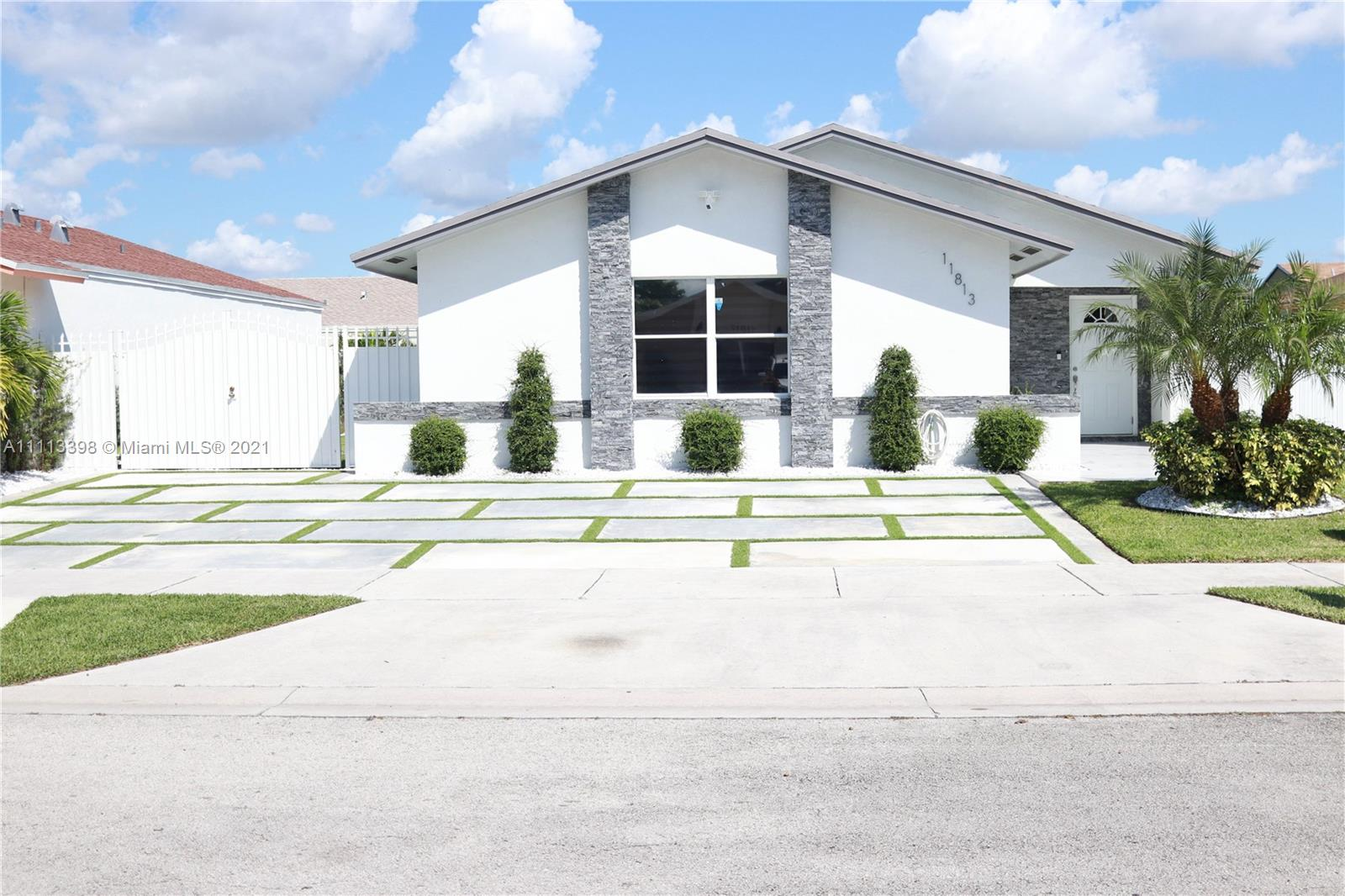 Single Family Home,For Sale,11813 SW 210th St, Miami, Florida 33177,Brickell,realty,broker,condos near me