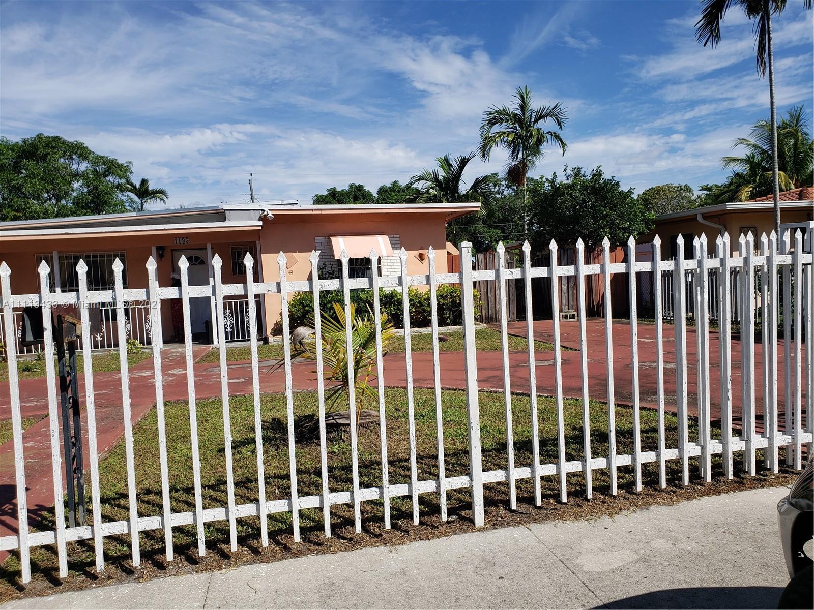 Single Family Home For Sale SUNKIST GROVE1,375 Sqft