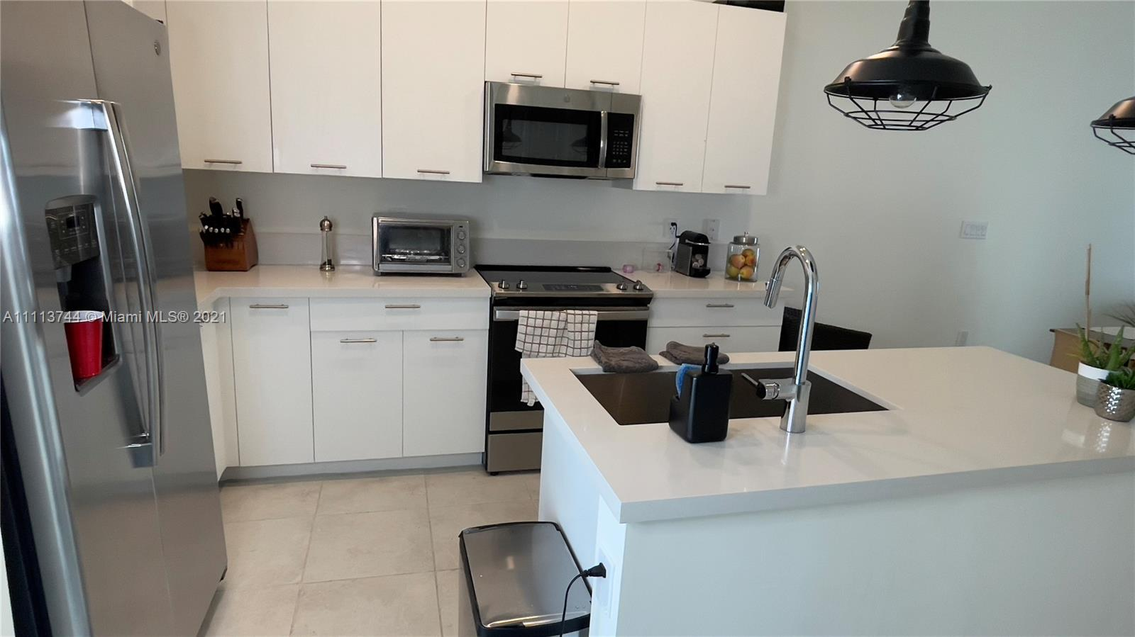 Condo For Rent at URBANA AT THE RESIDENCES.