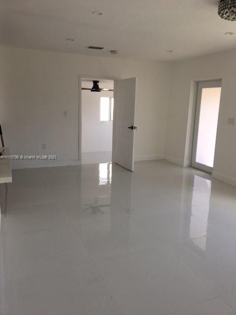 Single Family Home For Sale TAMIAMI GARDENS1,090 Sqft