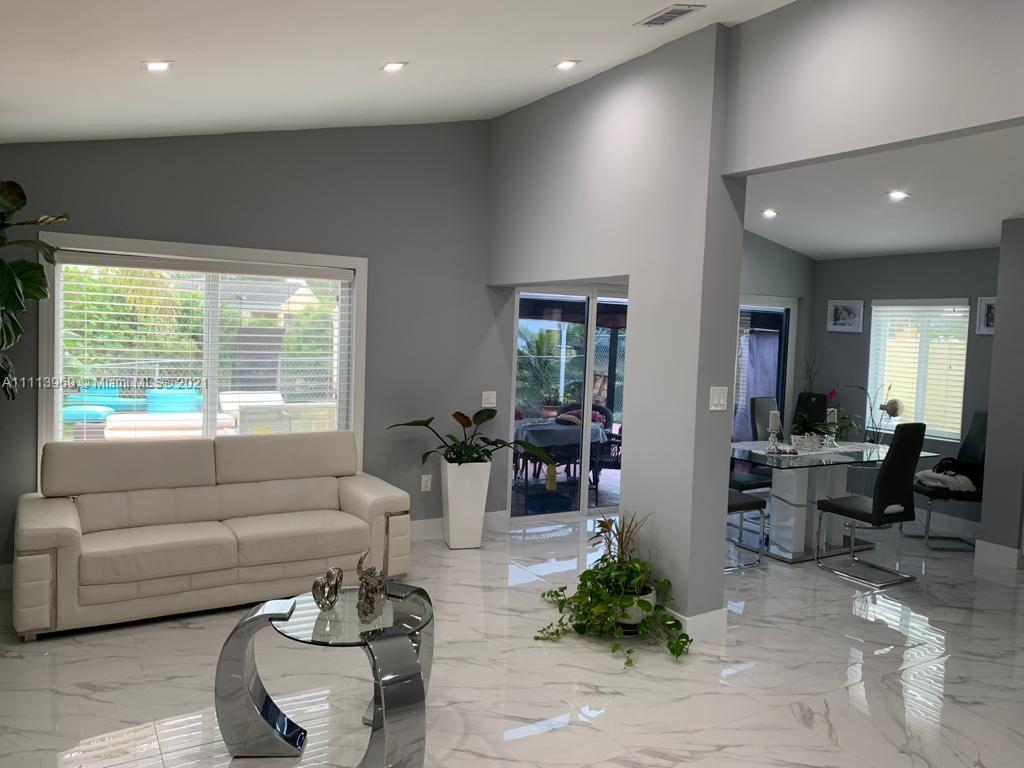 Single Family Home For Sale SUNSET SHORES1,553 Sqft