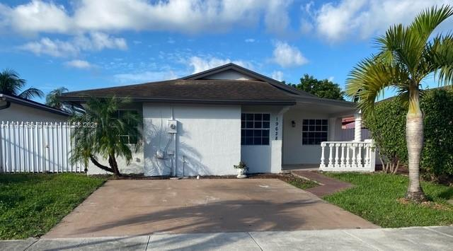 Single Family Home For Sale SOUTH MIAMI LAKES1,627 Sqft