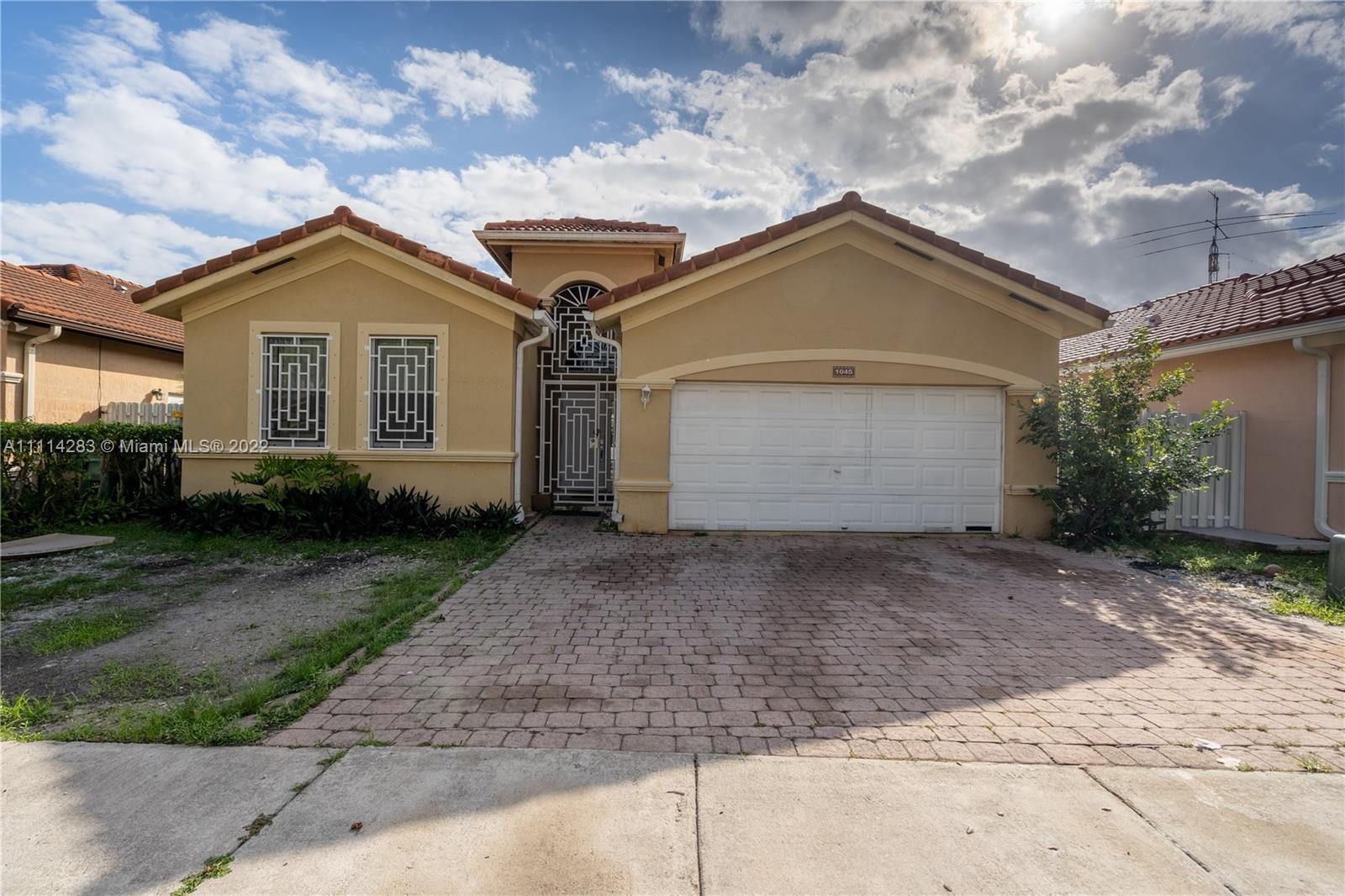 Single Family Home For Sale RIVIERA TRACE 1ST ADDN2,379 Sqft