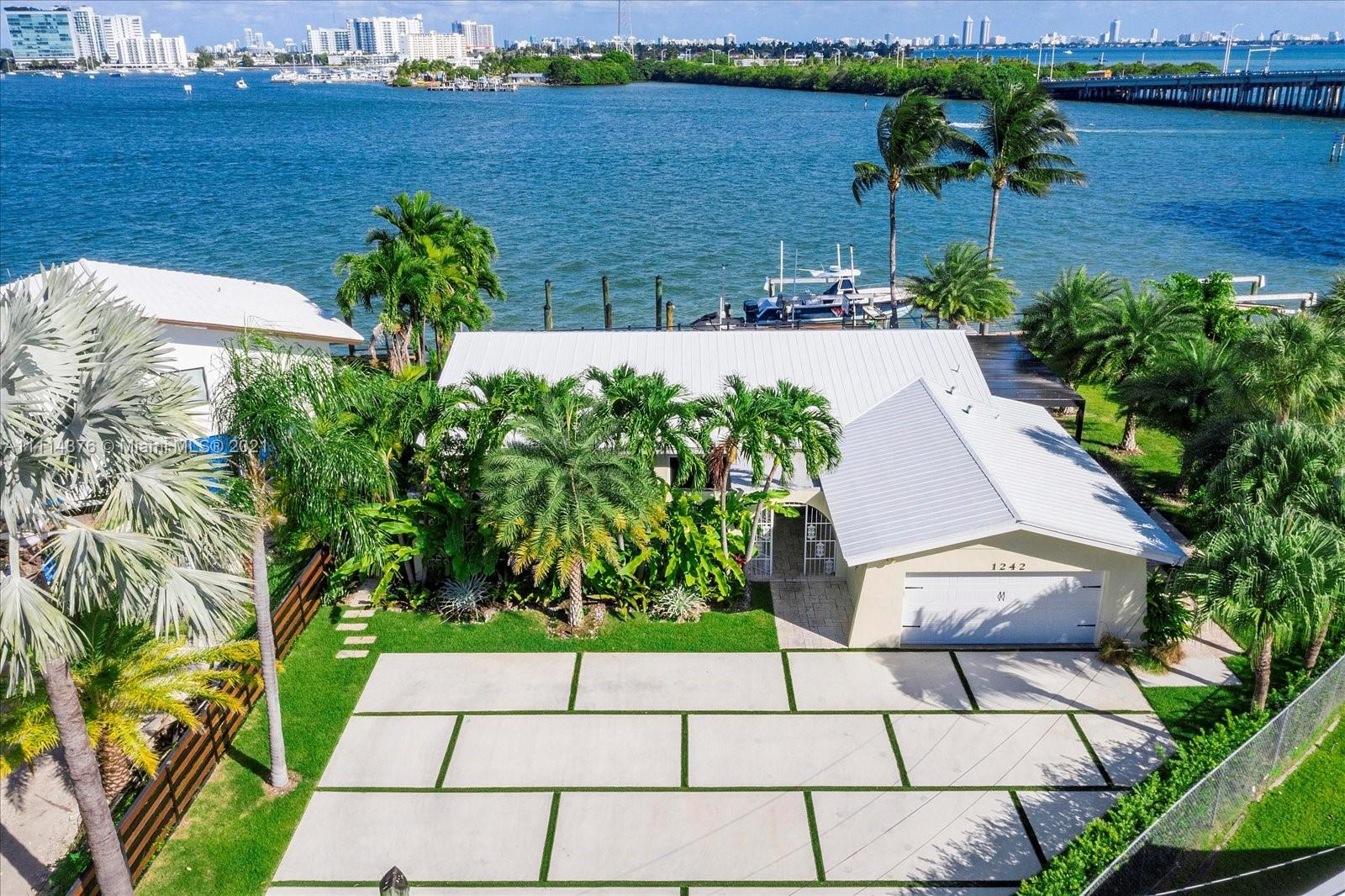 Single Family Home For Sale BAY CREST SEC 22,083 Sqft
