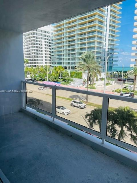 5700 Collins Ave #4N photo02