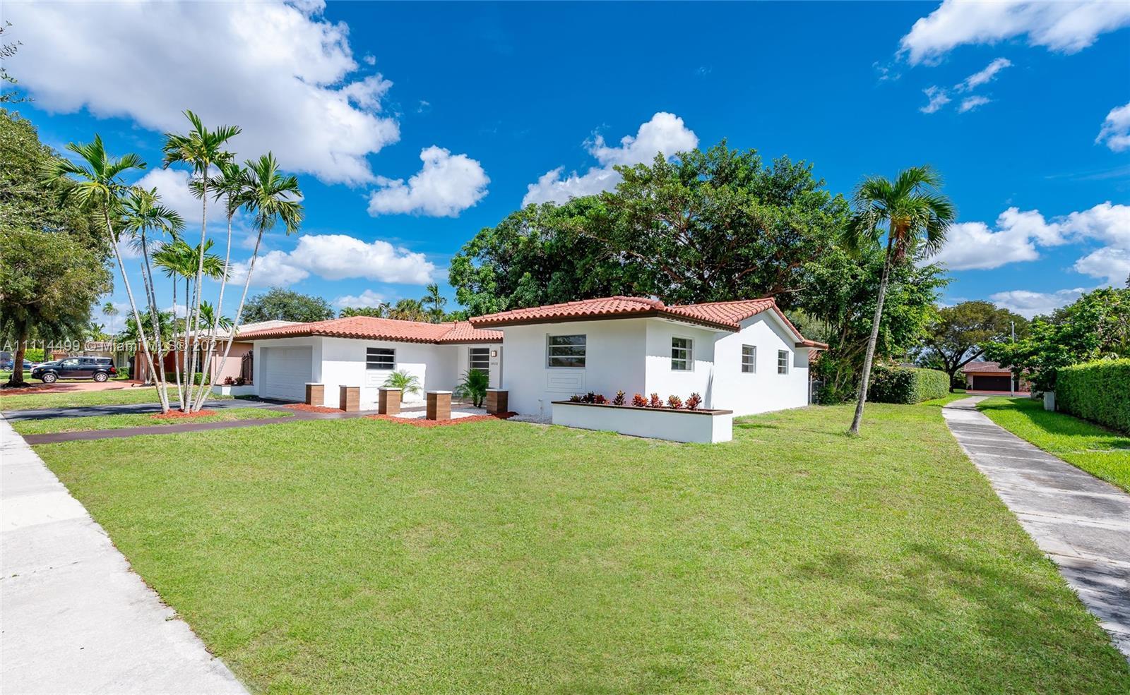 Single Family Home,For Sale,14111 Cypress Ct, Miami Lakes, Florida 33014,Brickell,realty,broker,condos near me