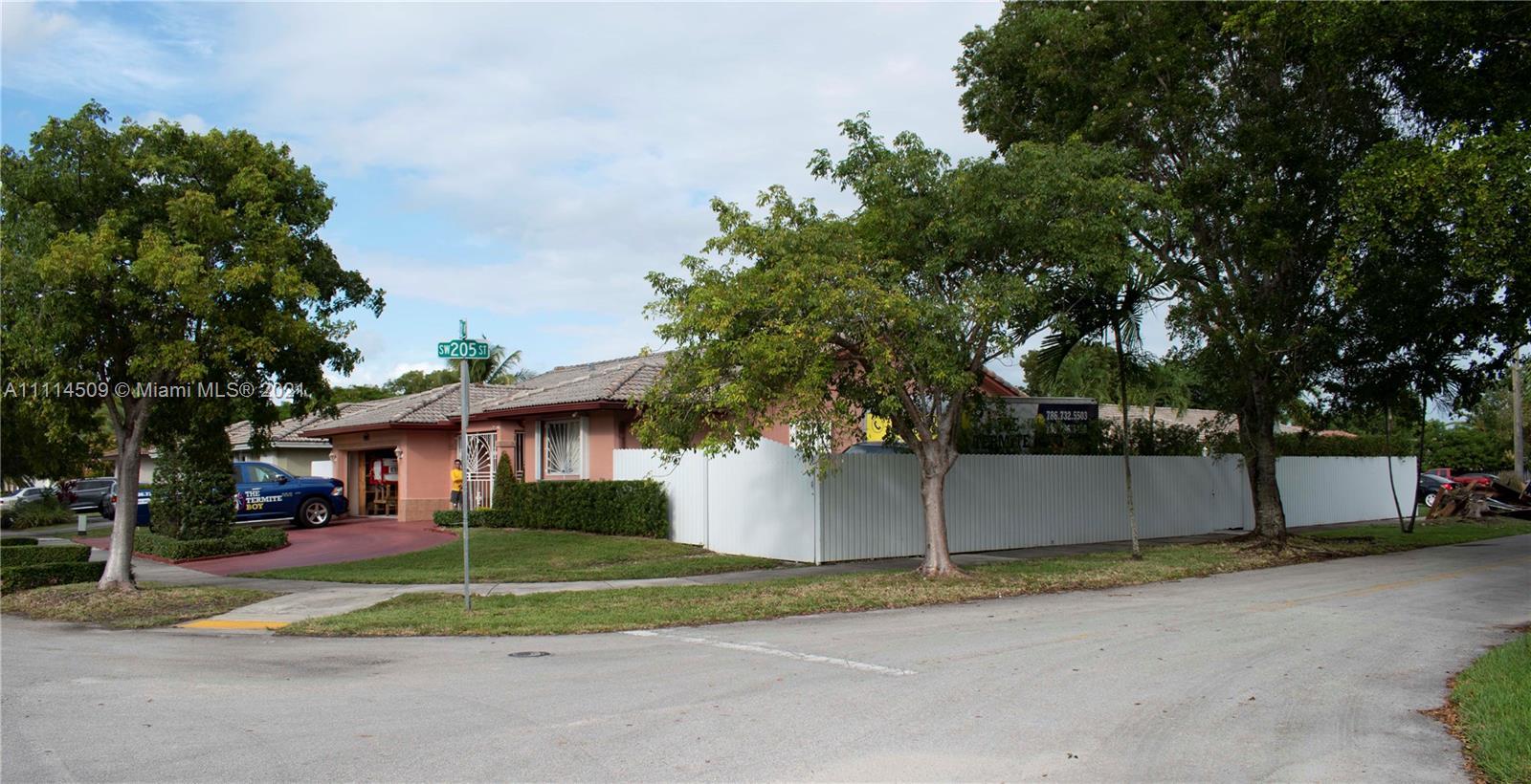 Single Family Home For Sale VALENCIA GROVE1,863 Sqft