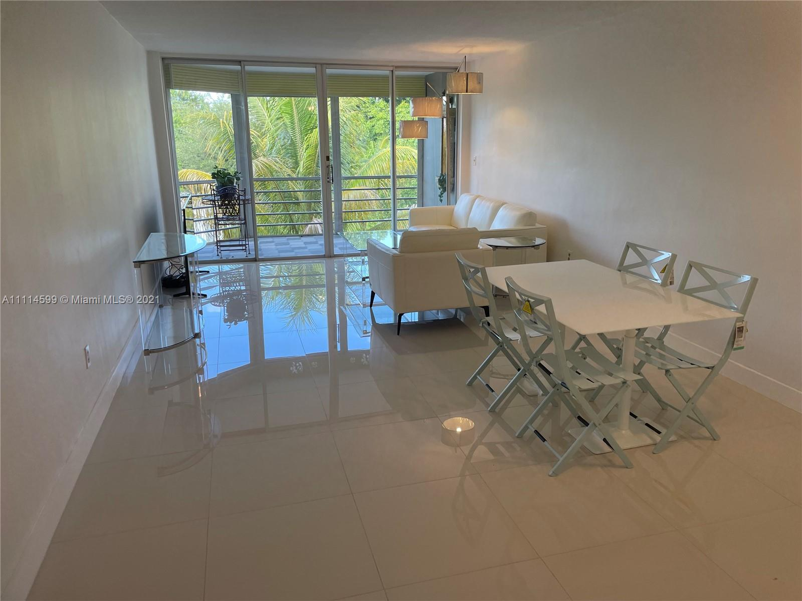 Home For Rent at 898 Sqft