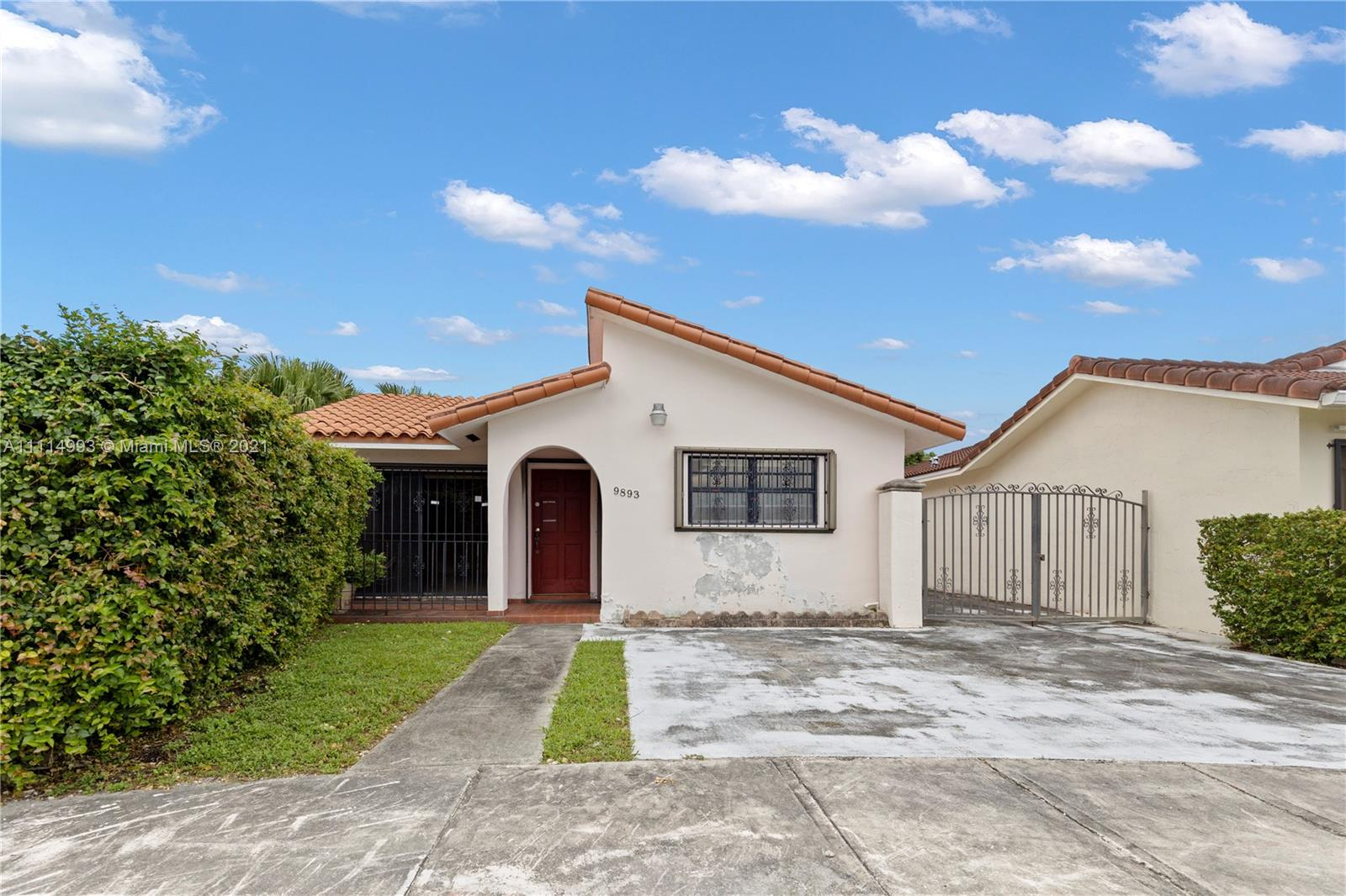 Single Family Home For Sale DELAURENTIS SUB SEC 21,285 Sqft