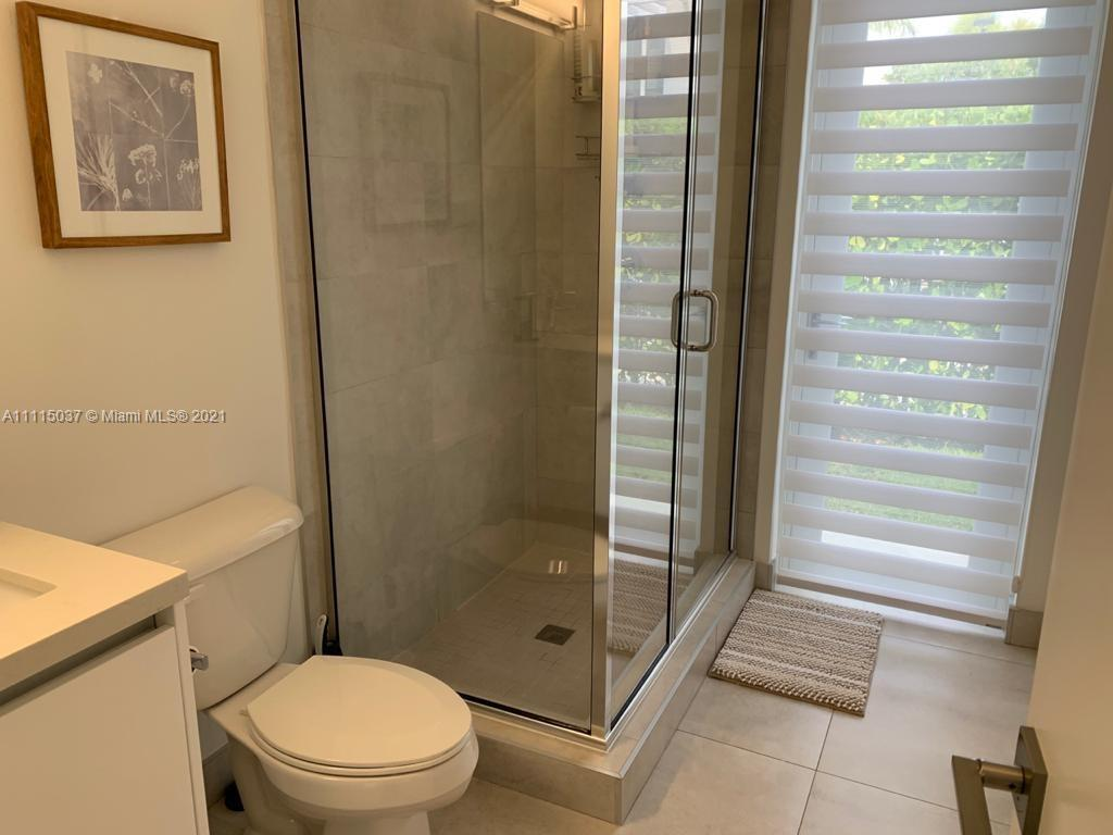 Single Family Home,For Rent,10045 NW 76th Ter, Doral, Florida 33178,Brickell,realty,broker,condos near me